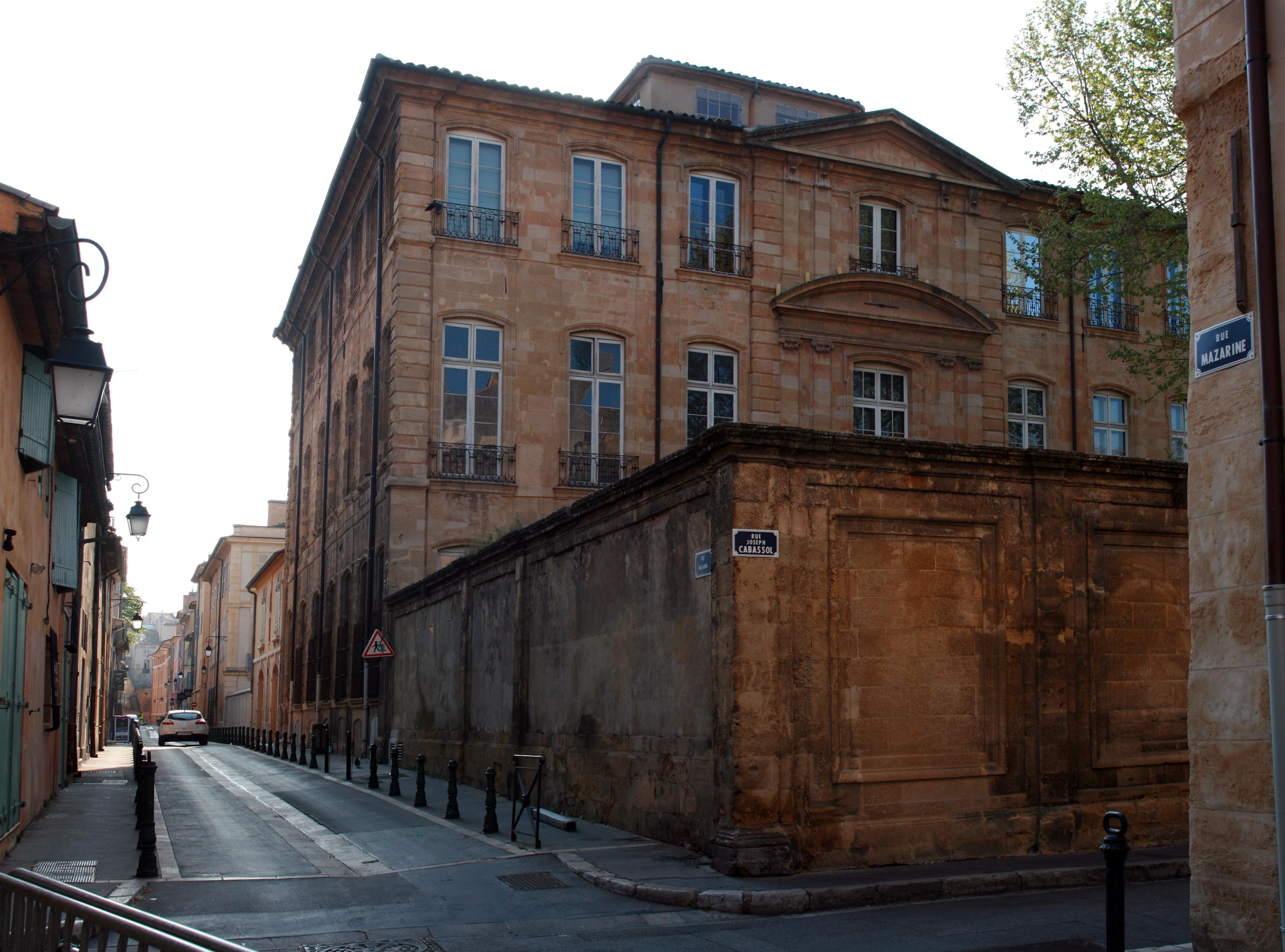 File h tel de caumont 1 rue joseph cabassol aix en for Hotels 2 etoiles aix en provence