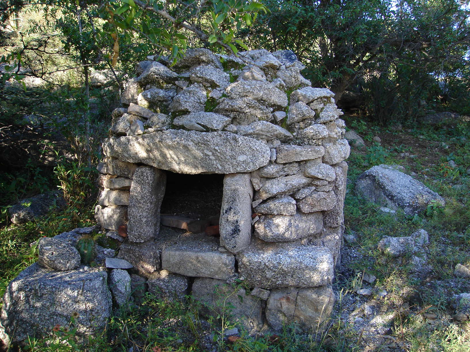 File horno de wikimedia commons - Hornos de piedra ...