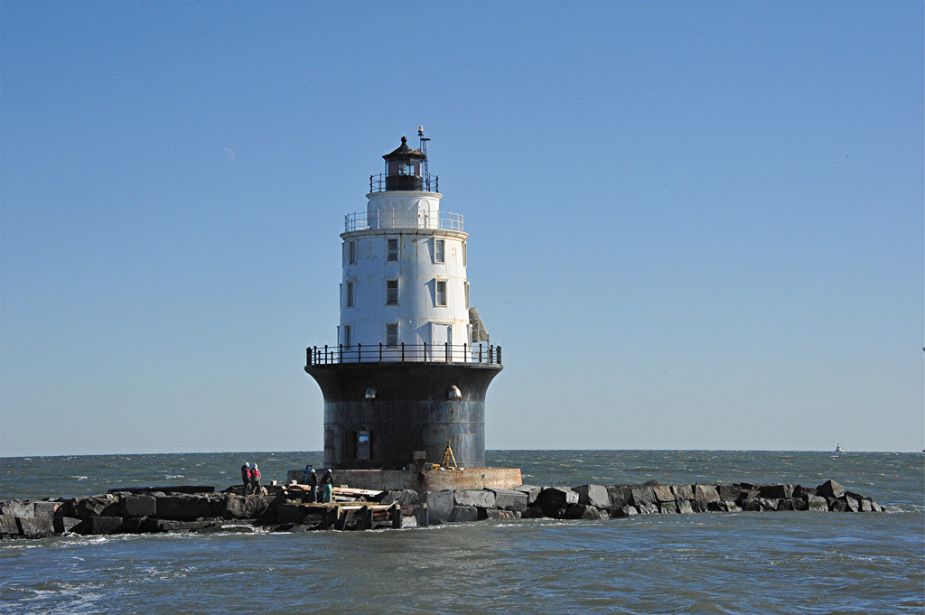 Harbor of Refuge lighthouse USACE 2011-12-14.jpg