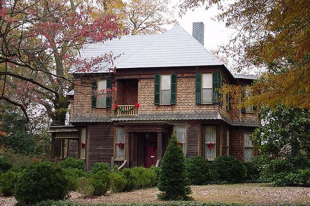 File:Harrison-Lee-Montgomery Home c.1890.jpg