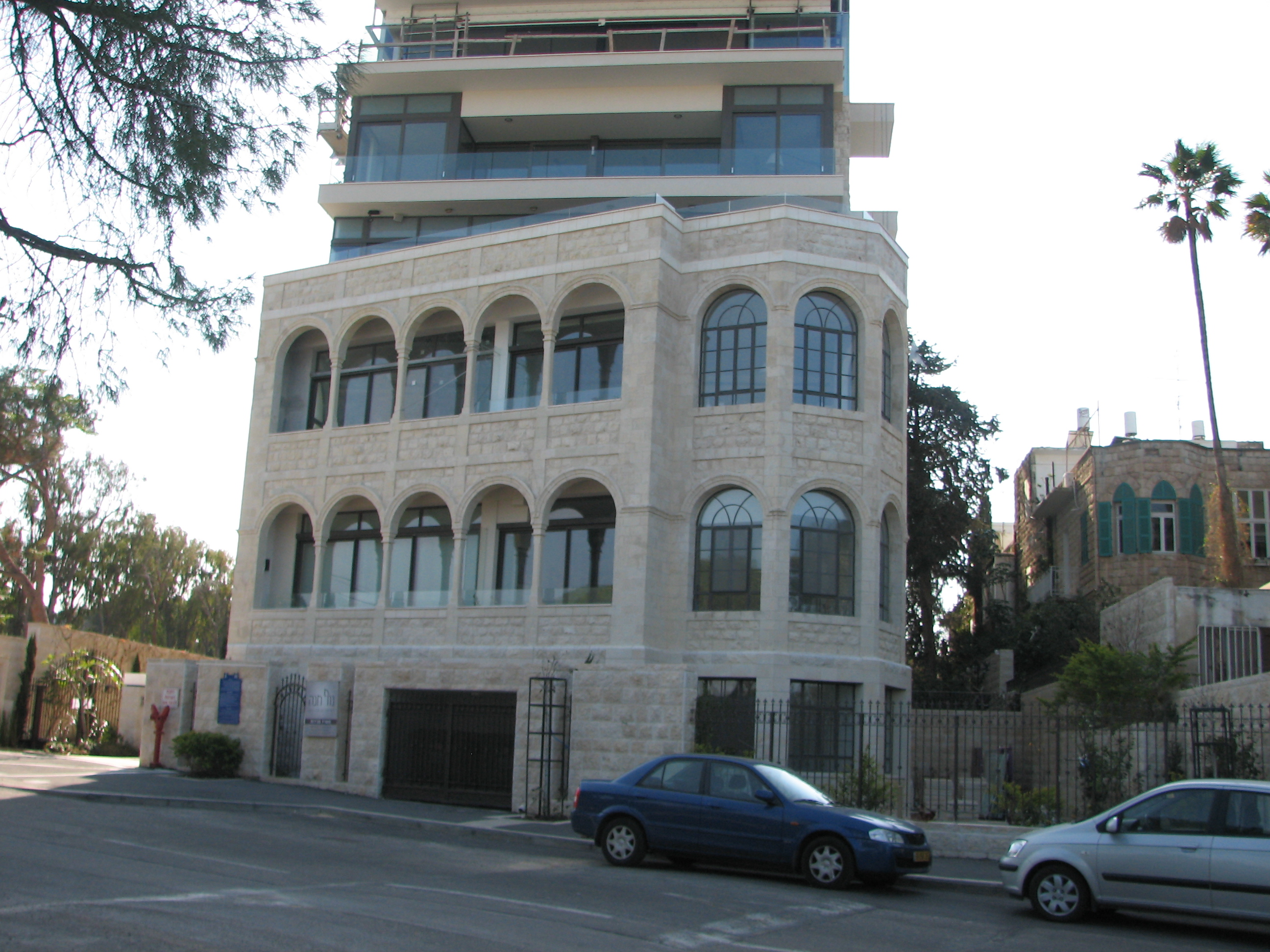 Description Herzliya Hotel, Yefeh Nof st (2).JPG