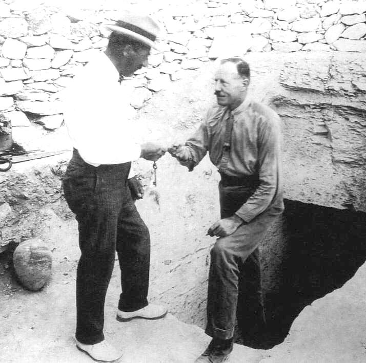 Howard Carter und Lord Carnarvon 1922.jpg