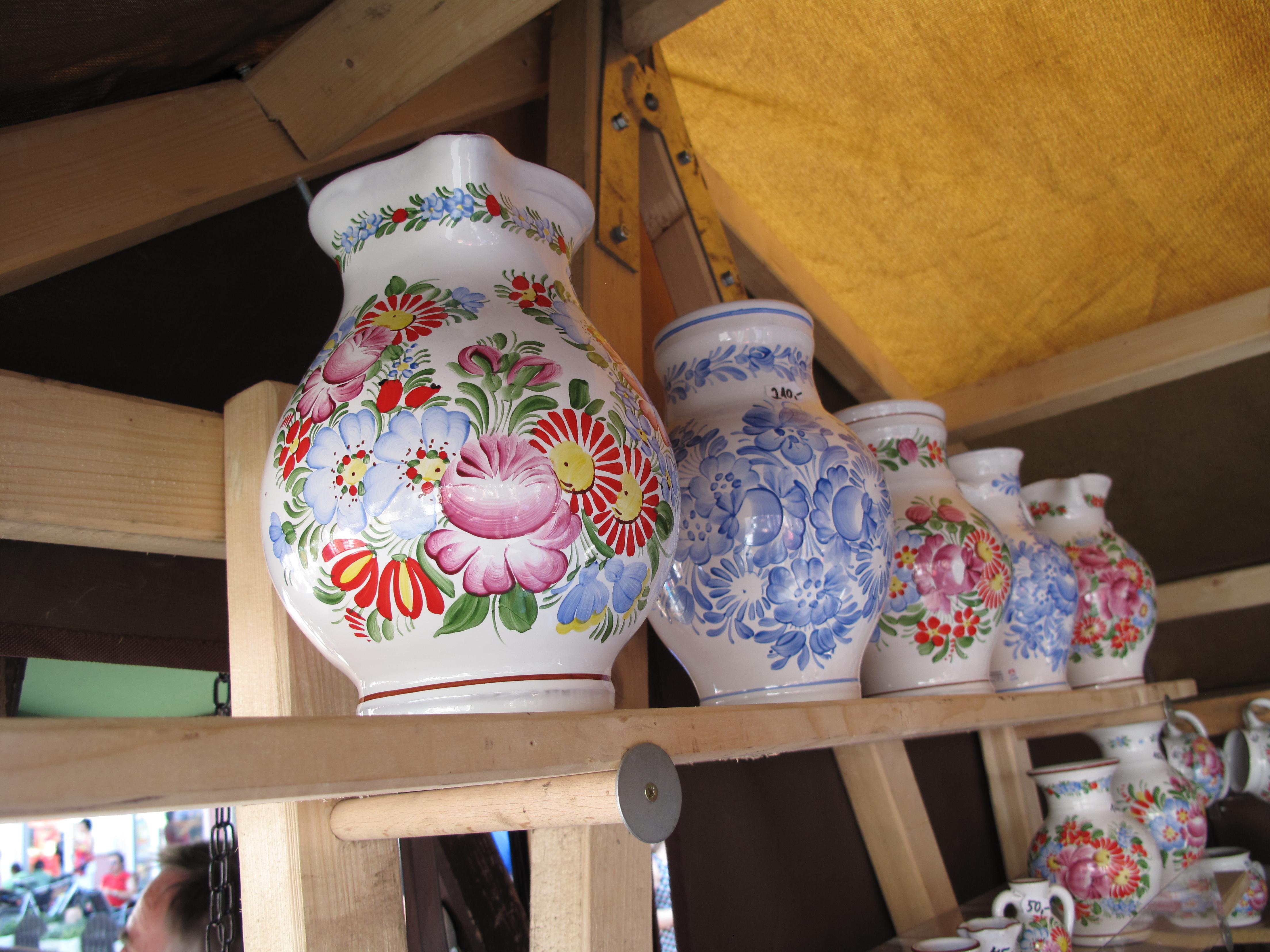 Hrnčířské trhy Beroun 2011, džbánky chodské keramiky Jany Psutkové (002).JPG