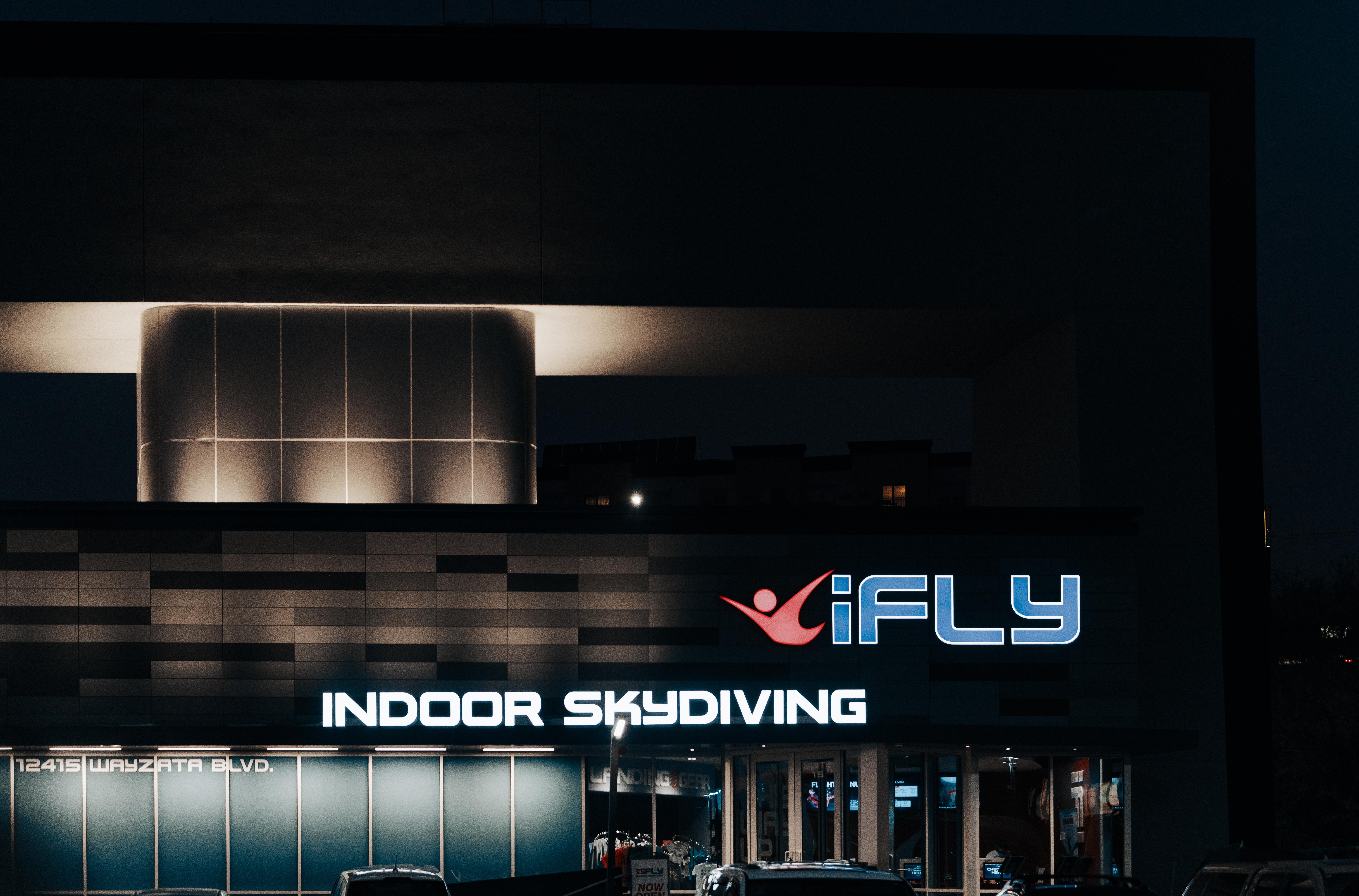 IFLY Indoor Skydiving (46385498334).jpg