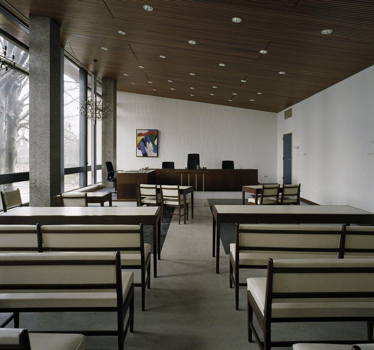 File:Interieur, overzicht van rechtzaal 2 - Hilversum - 20389415 ...
