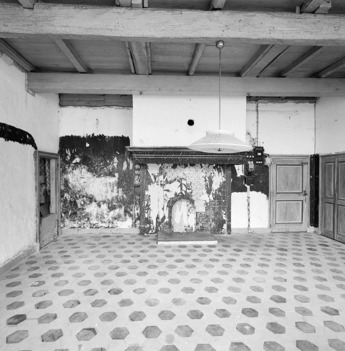 File interieur boerderij schouw met links bedstedewand for Boerderij interieur