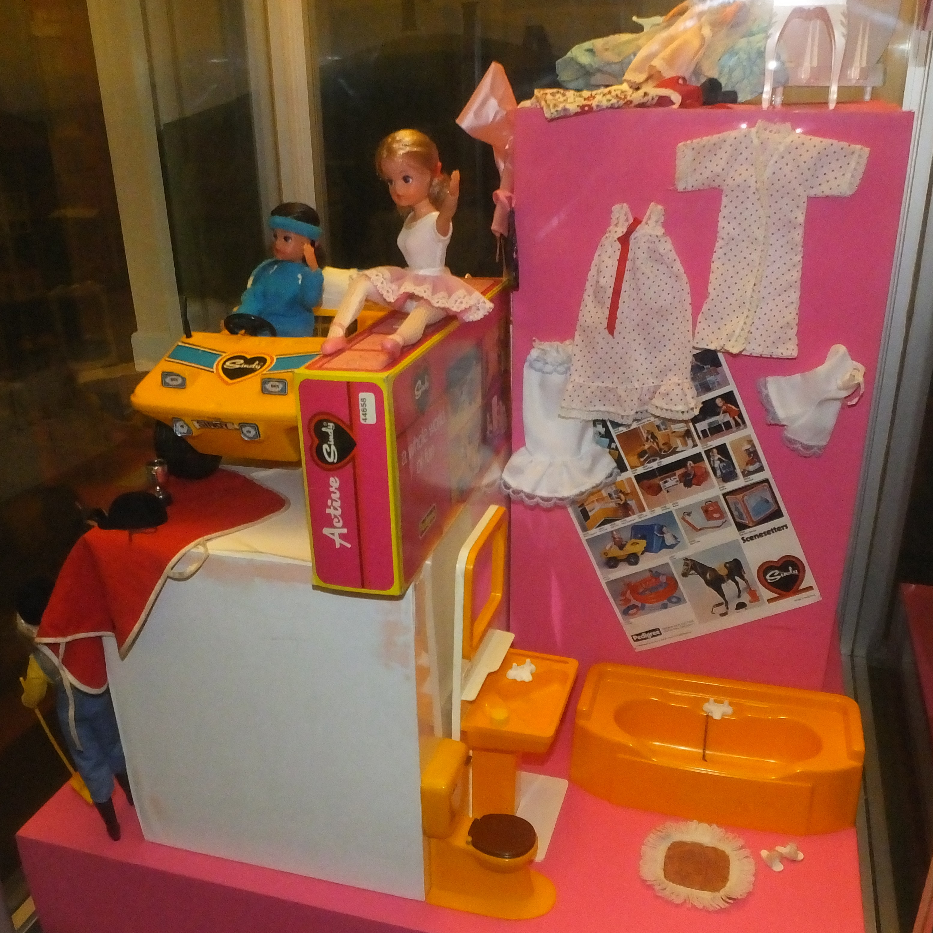 File:JLL Childhood Collection- Fashion doll - Cindy 2795C.JPG - Wikimedia Commons