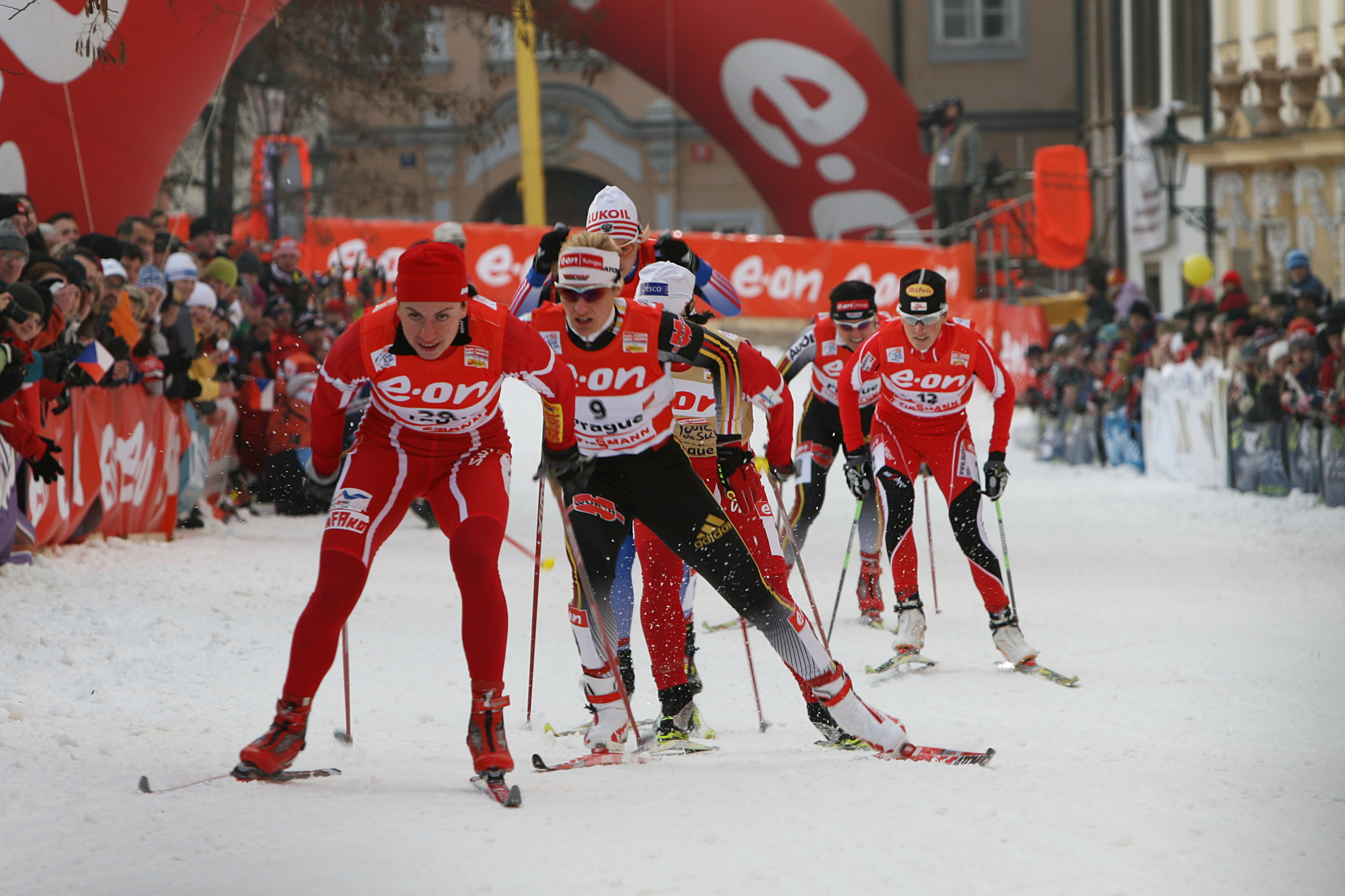 http://upload.wikimedia.org/wikipedia/commons/e/e3/Justyna_Kowalczyk_at_Tour_de_Ski.jpg
