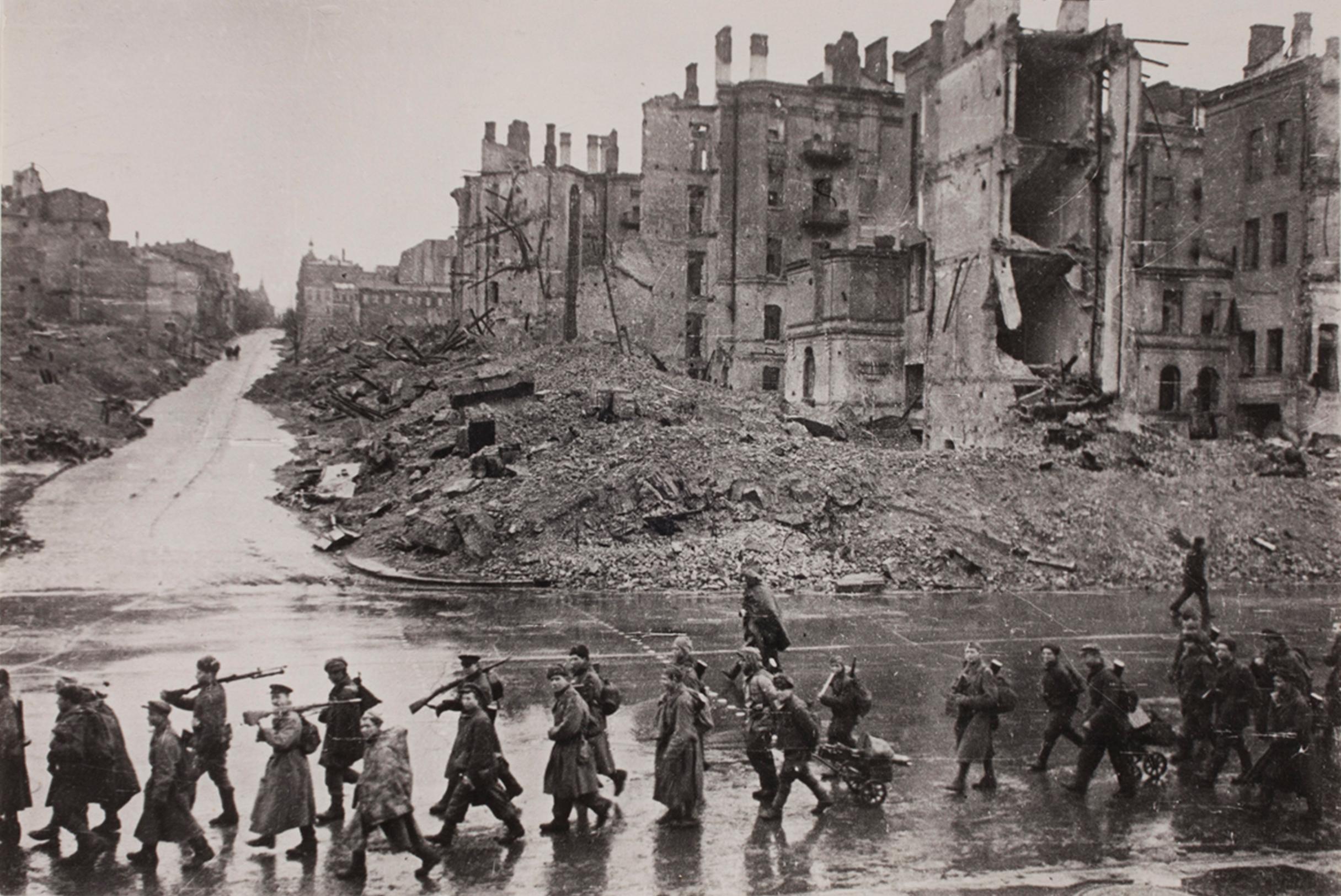 Soviet soldiers entering Kiev.
