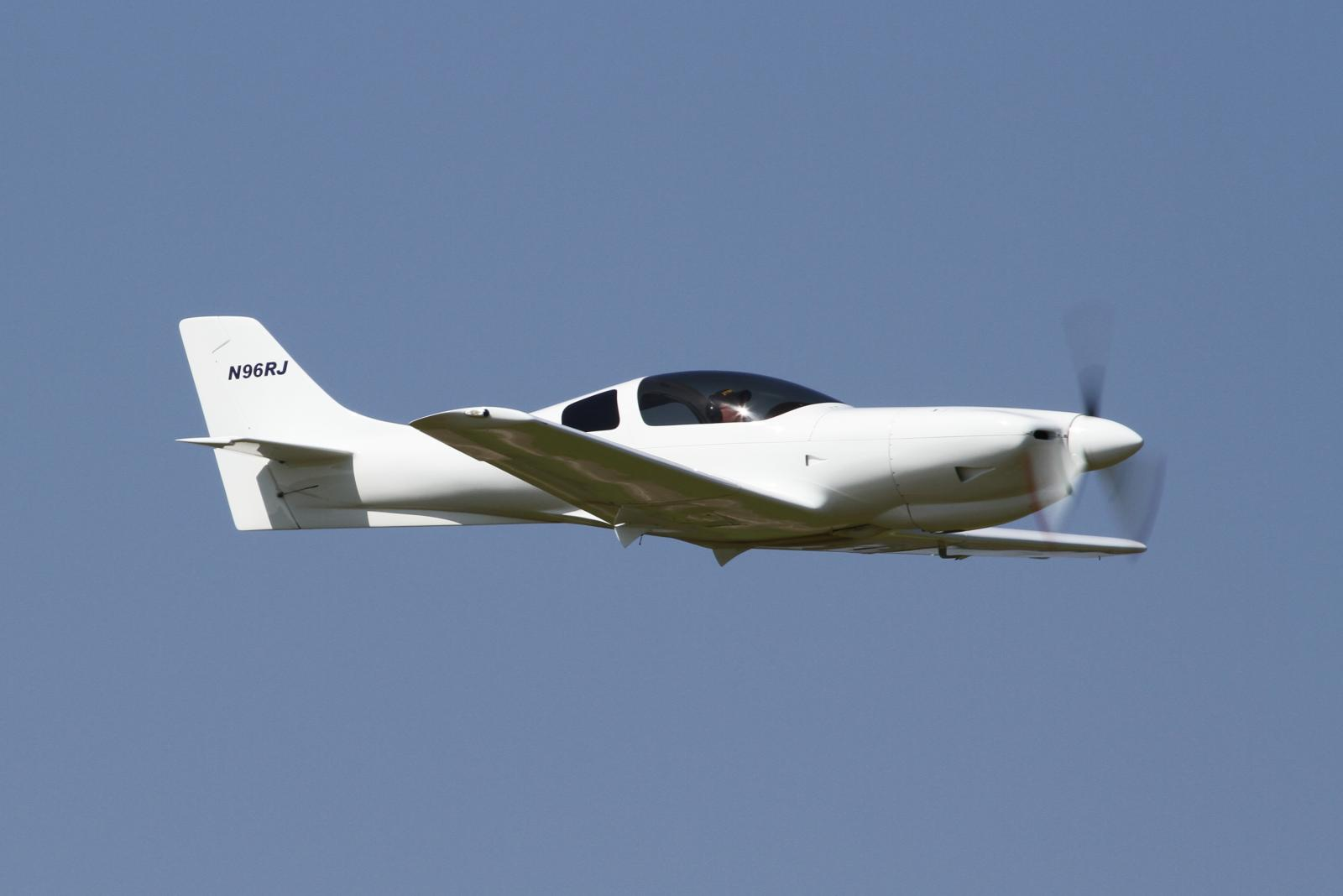 File Lancair 235 N96rj 1 Jpg Wikimedia Commons