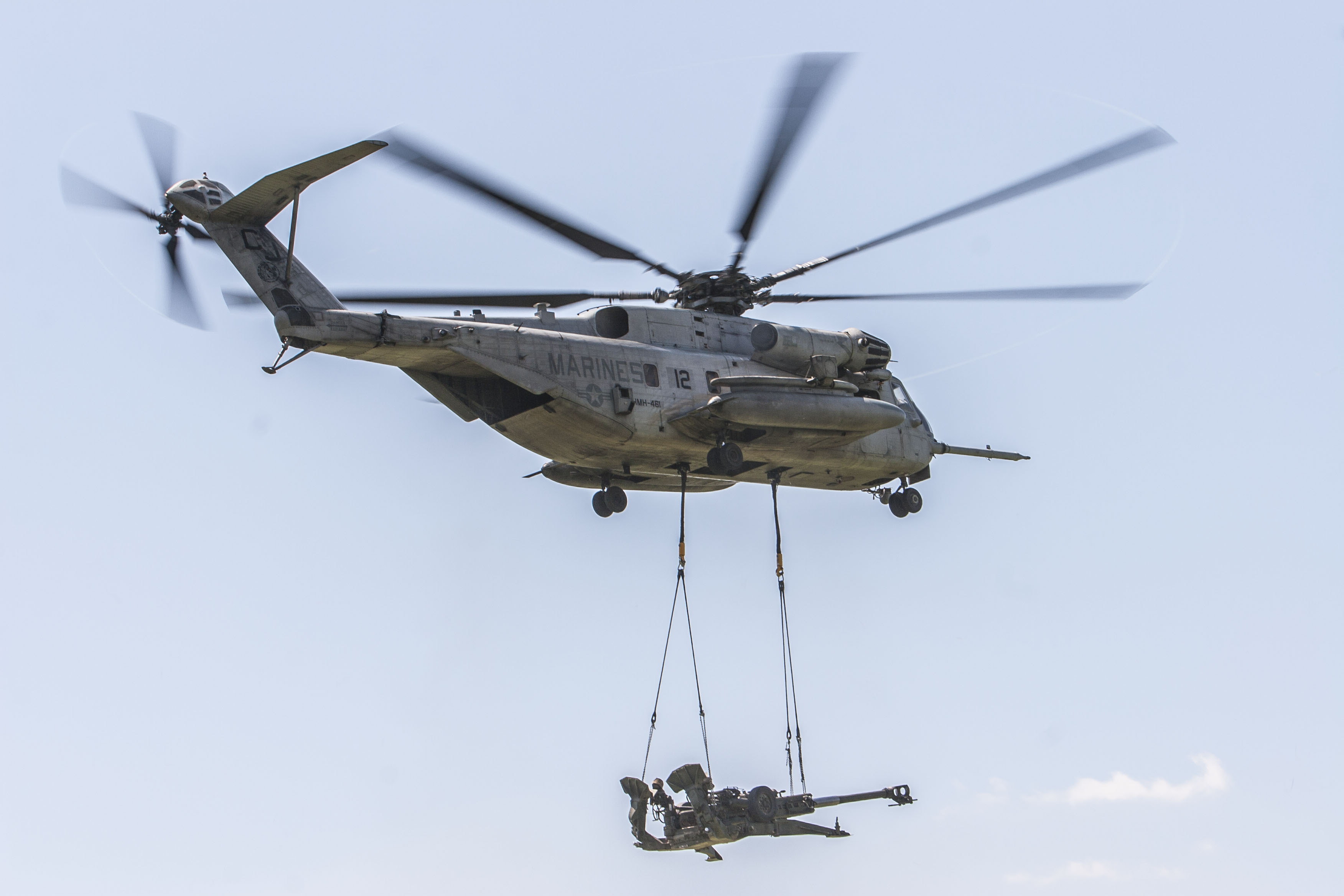 Landing_Support_Marines_conduct_Helicopt