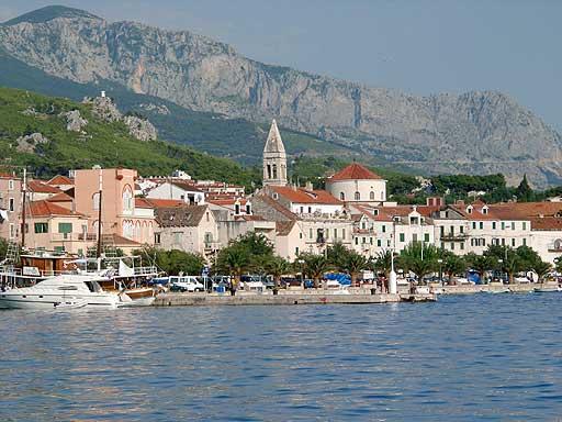 """Obrázek """"https://upload.wikimedia.org/wikipedia/commons/e/e3/Makarska_from_port.jpg"""" nelze zobrazit, protože obsahuje chyby."""