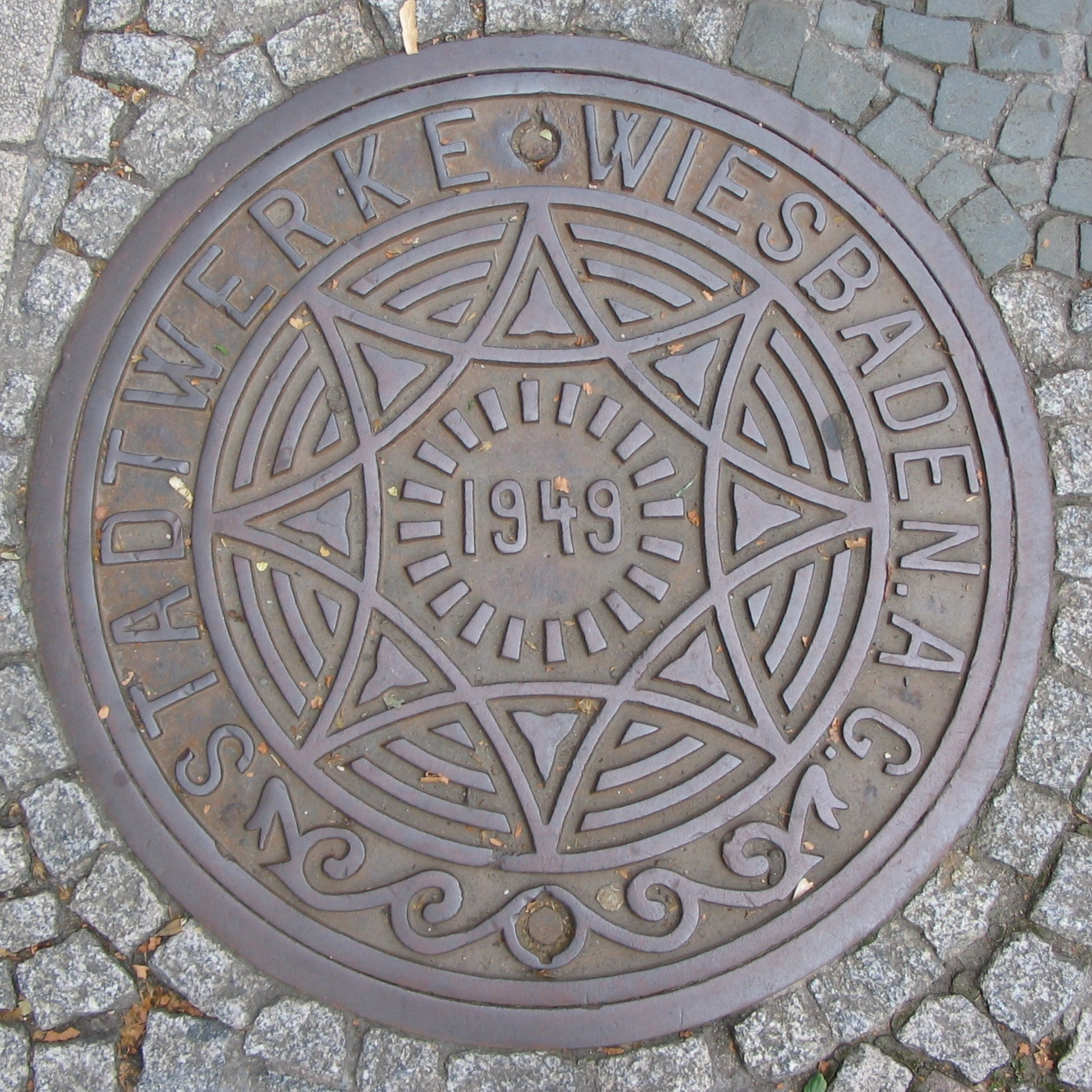 file manhole cover wiesbaden wikimedia commons. Black Bedroom Furniture Sets. Home Design Ideas