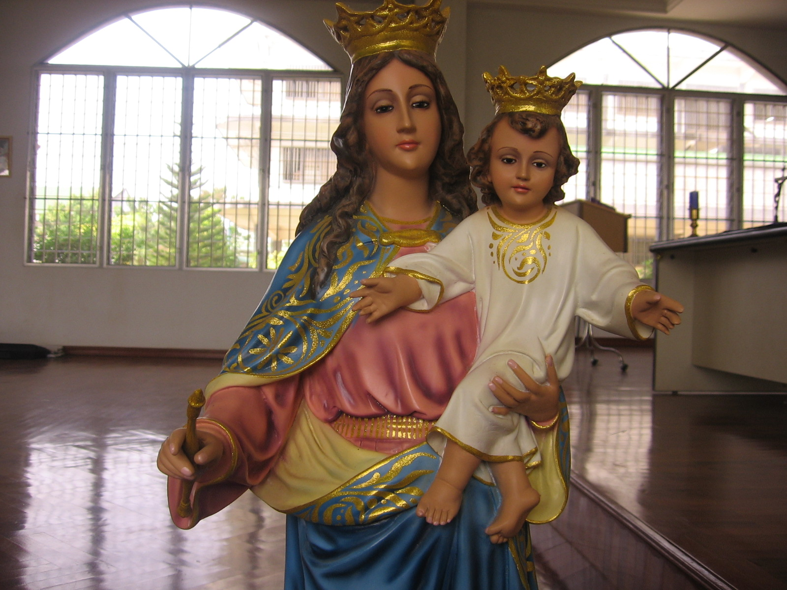 Imagen de Virgen llora ante las cámaras en Monterrey