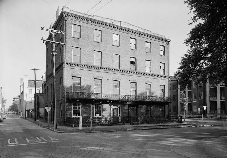 File mary marshall houses 127 129 abercorn street for M m motors savannah ga