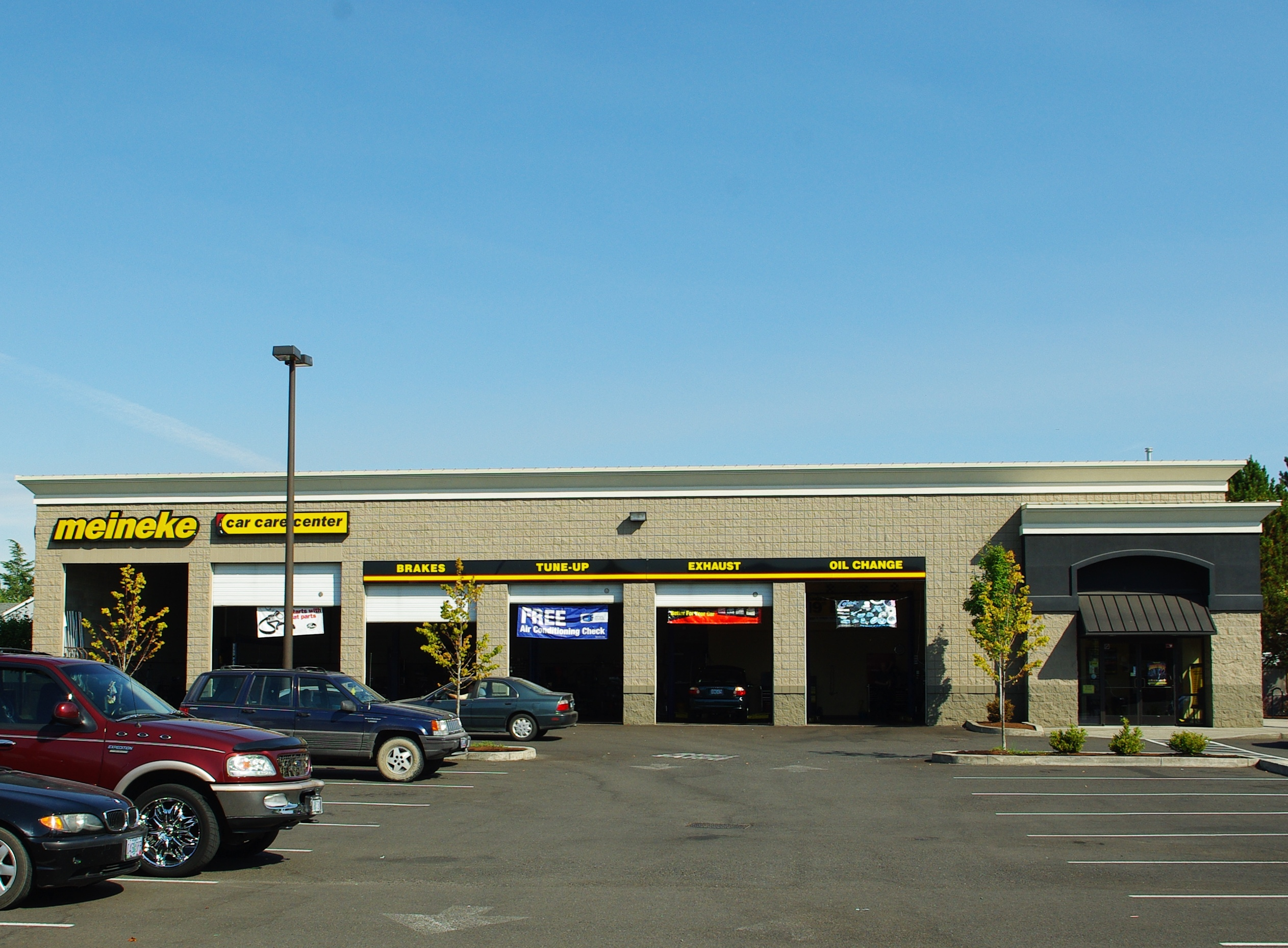 Car Care Center >> File Meineke Car Care Center Hillsboro Oregon Jpg