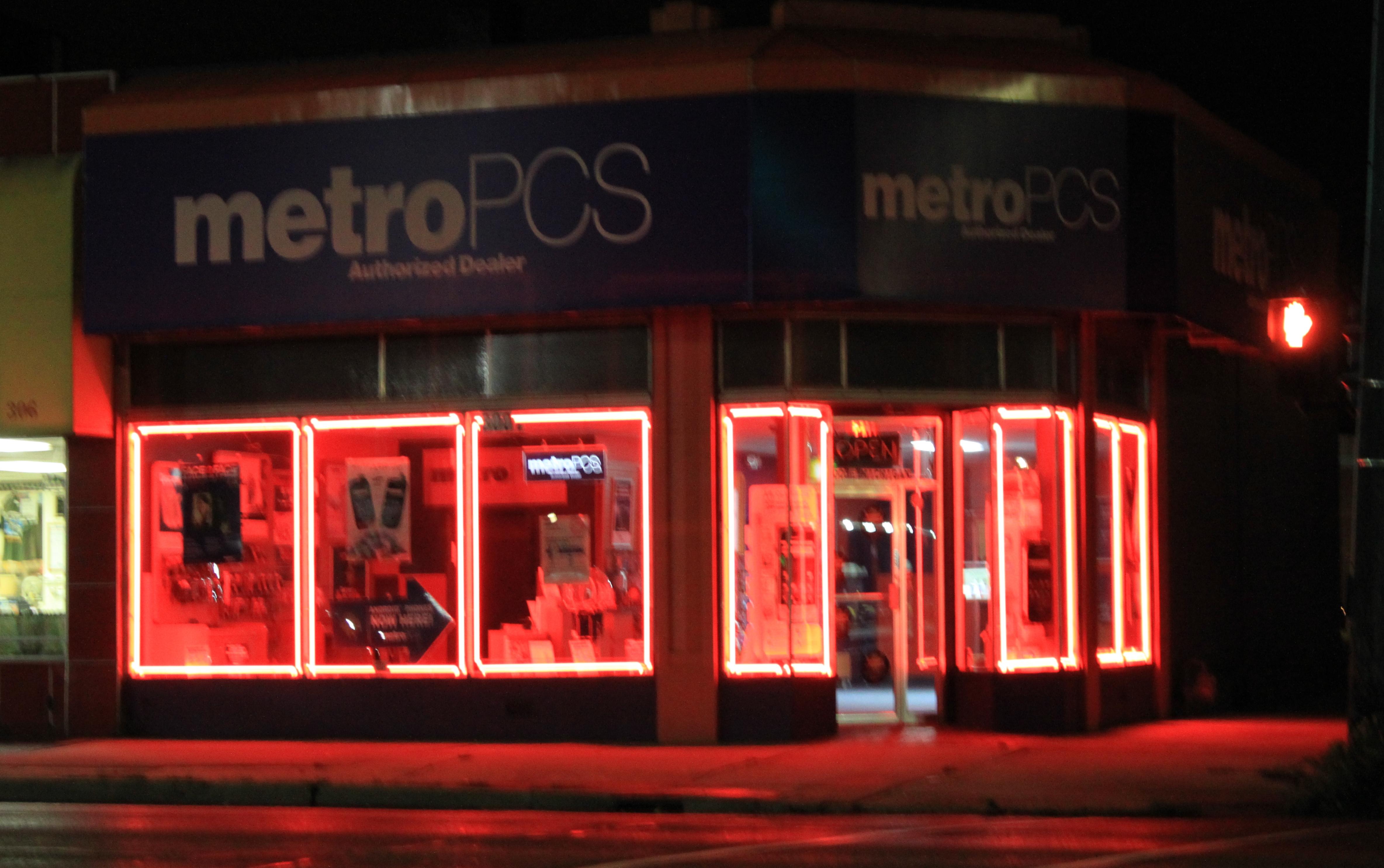 File:MetroPCS store, 300 East Michigan Avenue, Ypsilanti