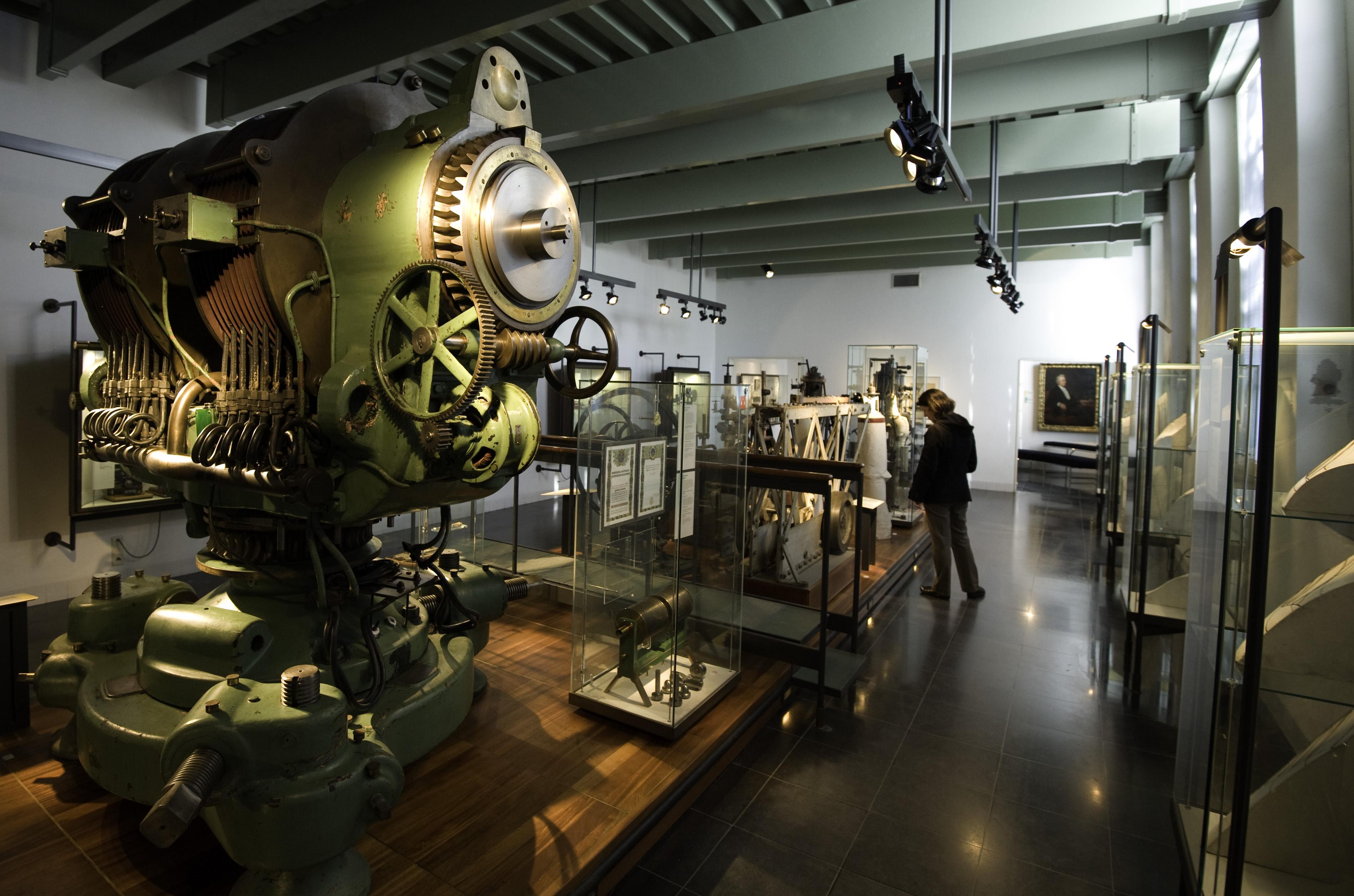 museum boerhaave room 21 physics.jpg