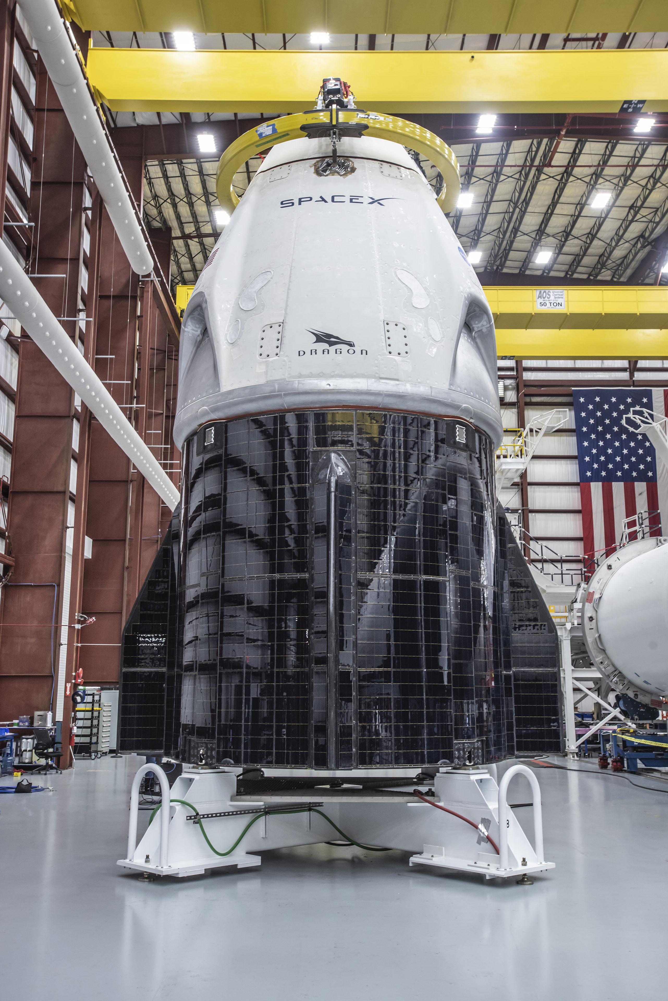 DRAGON. Истолчник фото: https://ru.m.wikipedia.org/wiki/%D0%A4%D0%B0%D0%B9%D0%BB:NASA_Crew_Demo-1_(31433487287).jpg