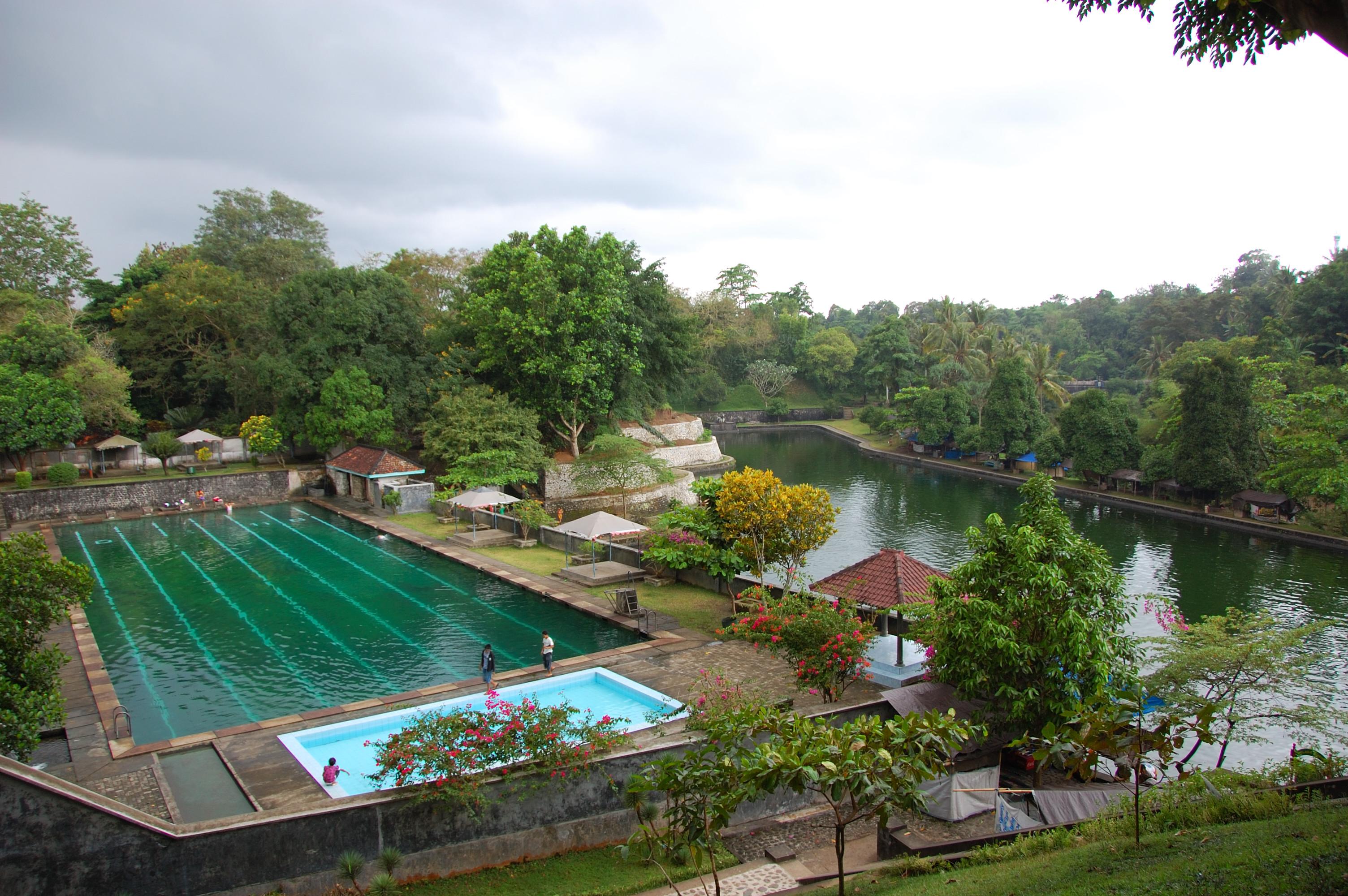 Taman Air Awet Muda Narmada di Lombok