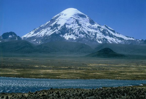 Nevado Sajama (Image from Wikipedia Commons Library)