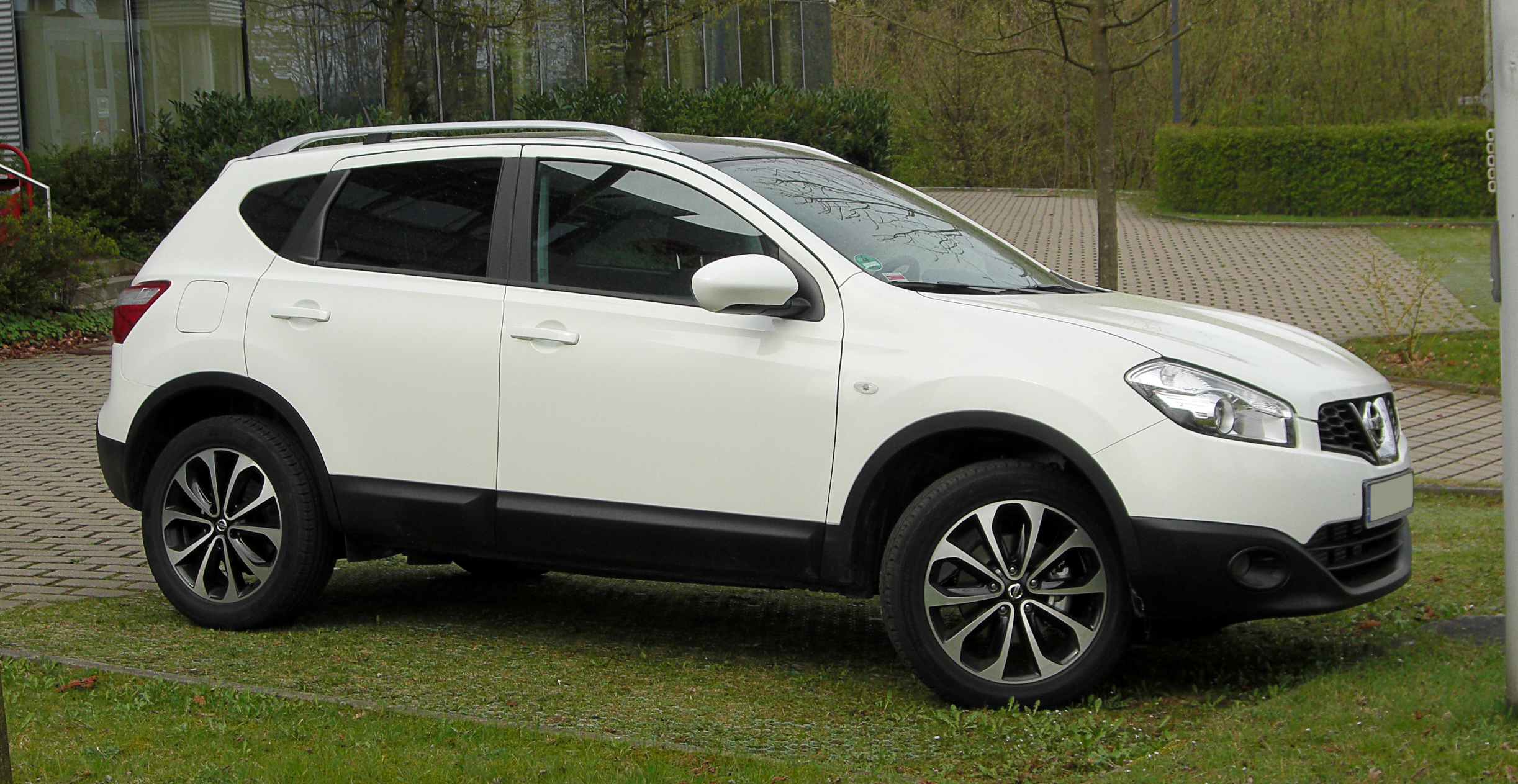 file nissan qashqai 2 0 dci tekna facelift frontansicht 3 april 2011 w. Black Bedroom Furniture Sets. Home Design Ideas