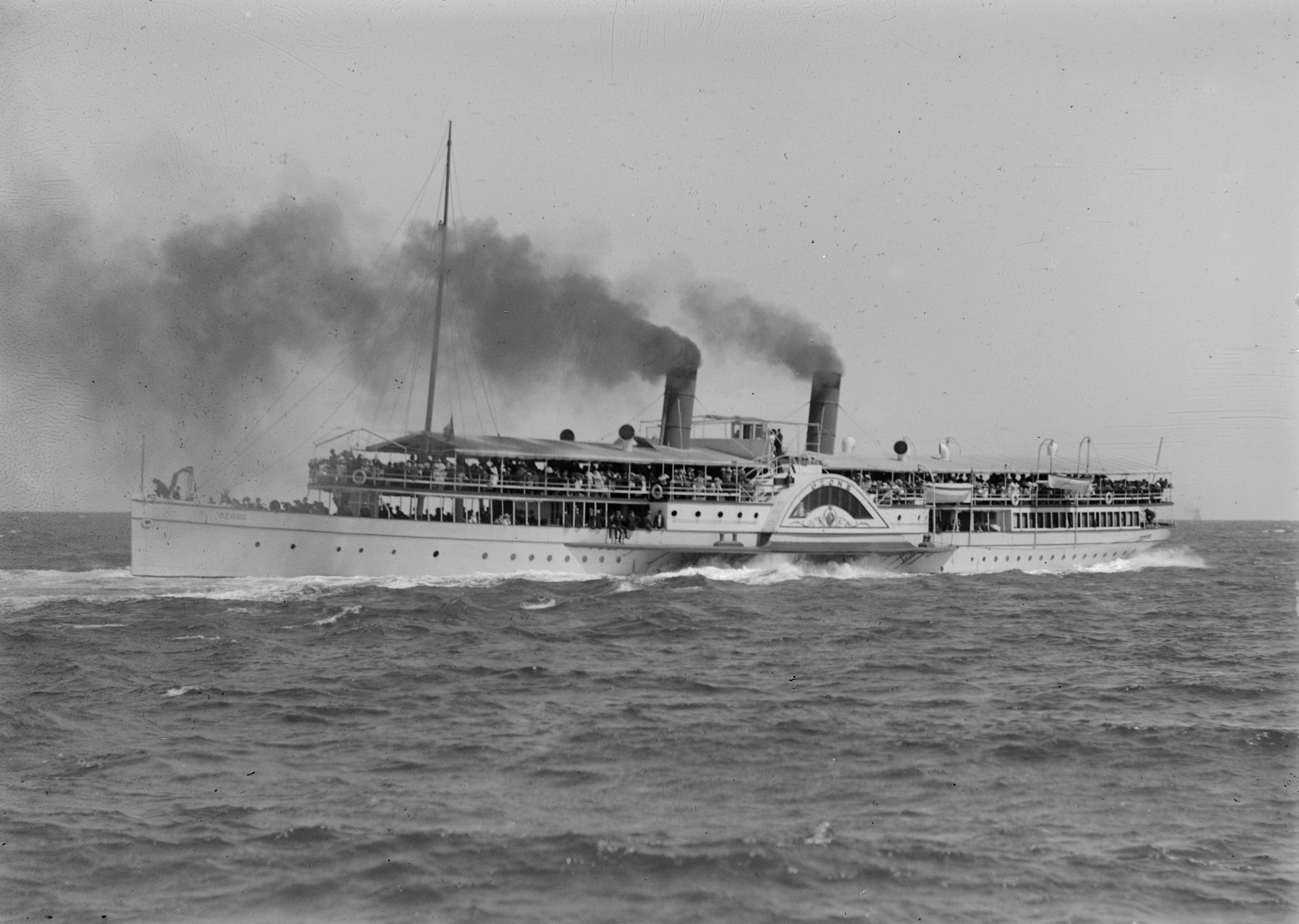 File:OZONE (Paddle Steamer) - SLV H91.250-1097.jpg