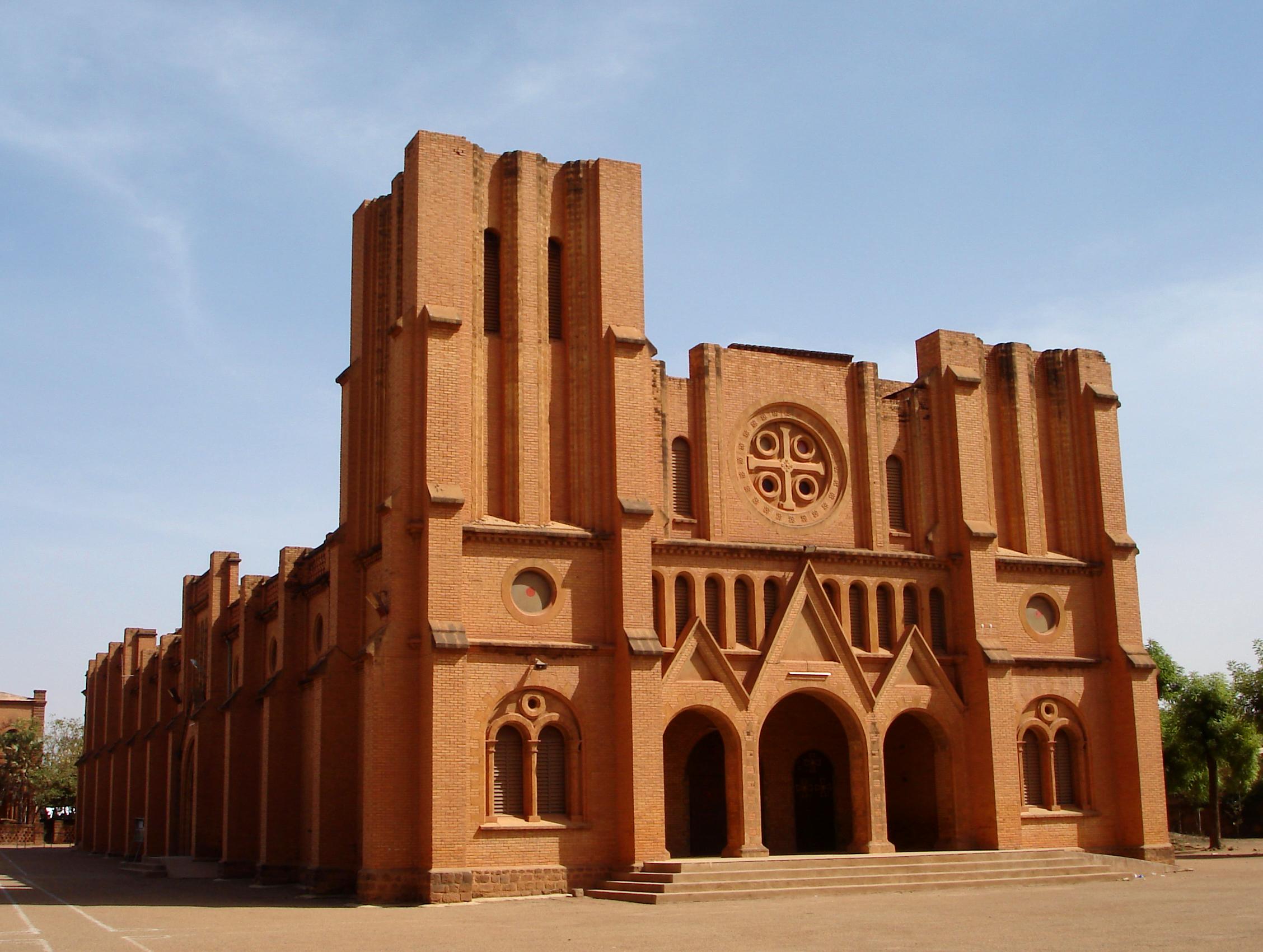 http://upload.wikimedia.org/wikipedia/commons/e/e3/Ouagacathedrale.png