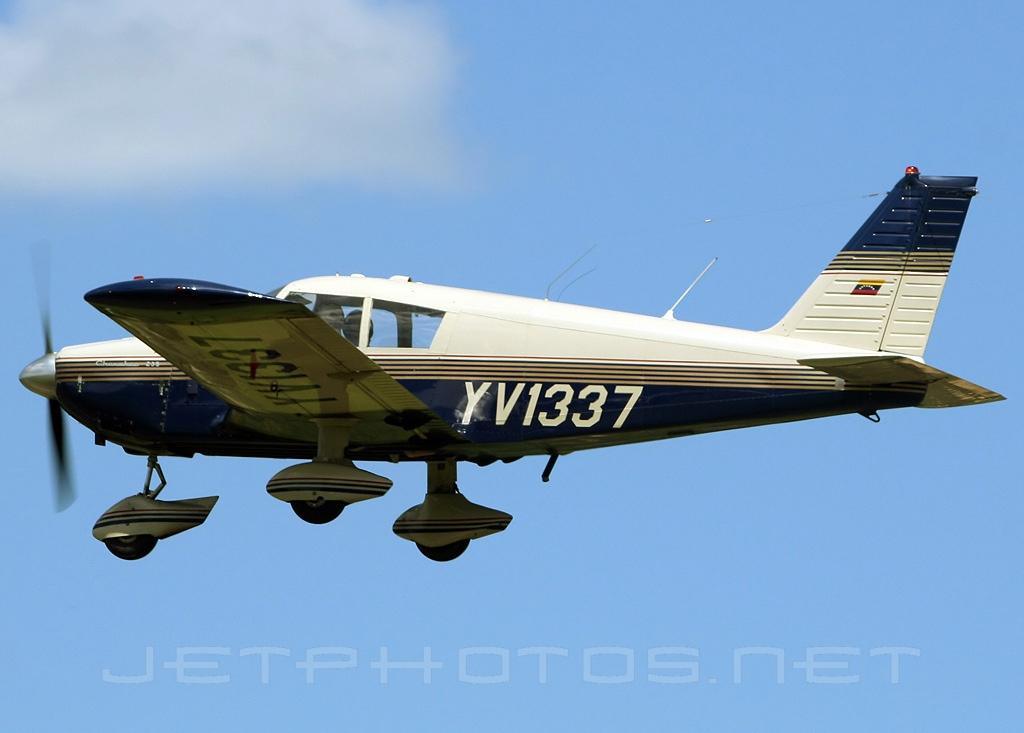 File:Piper PA-28-235 Cherokee, Private JP6431158 jpg - Wikimedia Commons