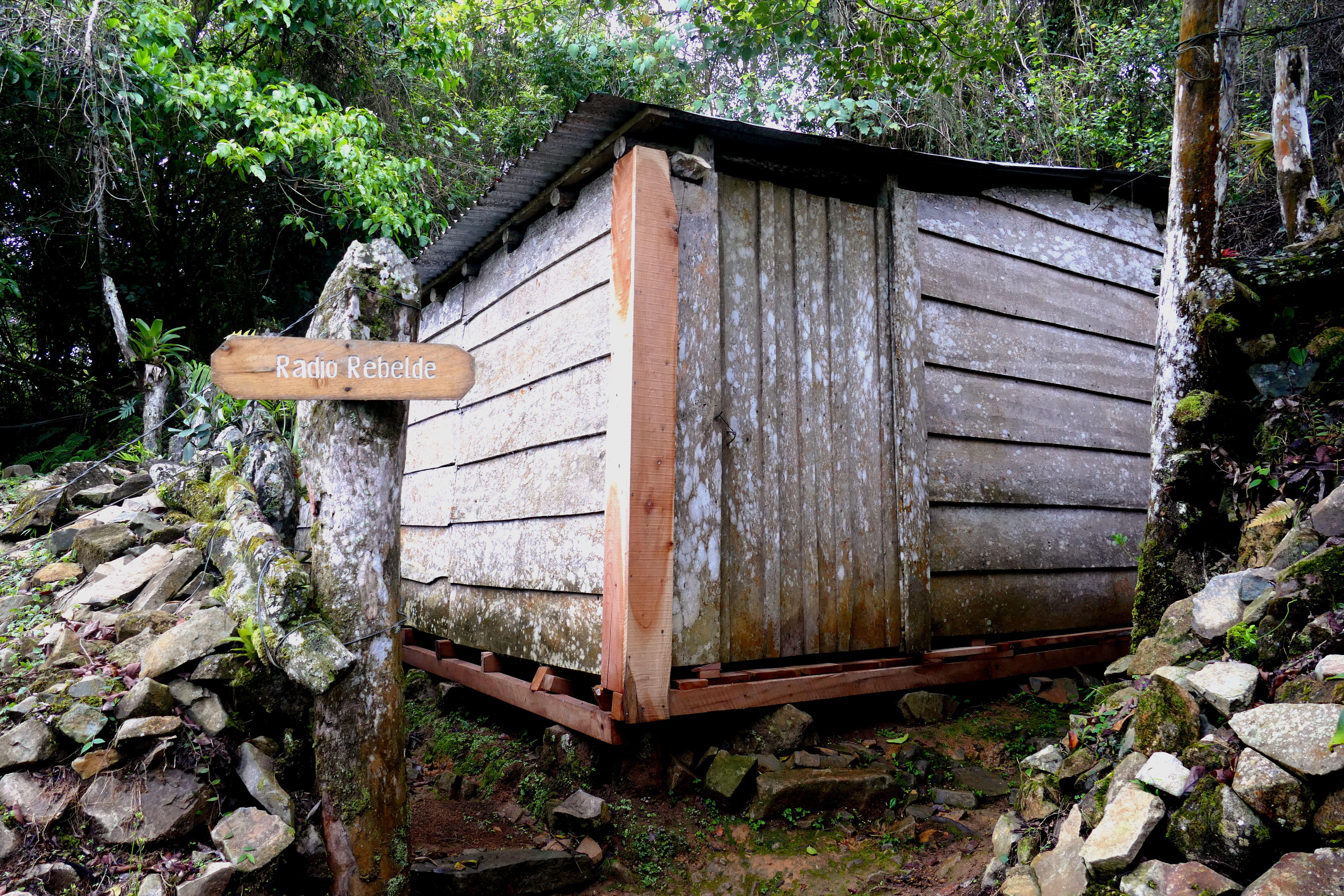 Casilla preservada donde el Che Guevara creó Radio Rebelde en 1958, en la zona de La Mesa en Sierra Maestra. La emisora de radio todavía continúa en el aire.