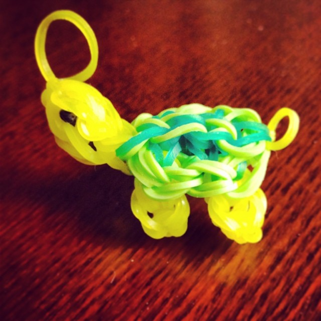 Description Rainbow Loom animal.jpg