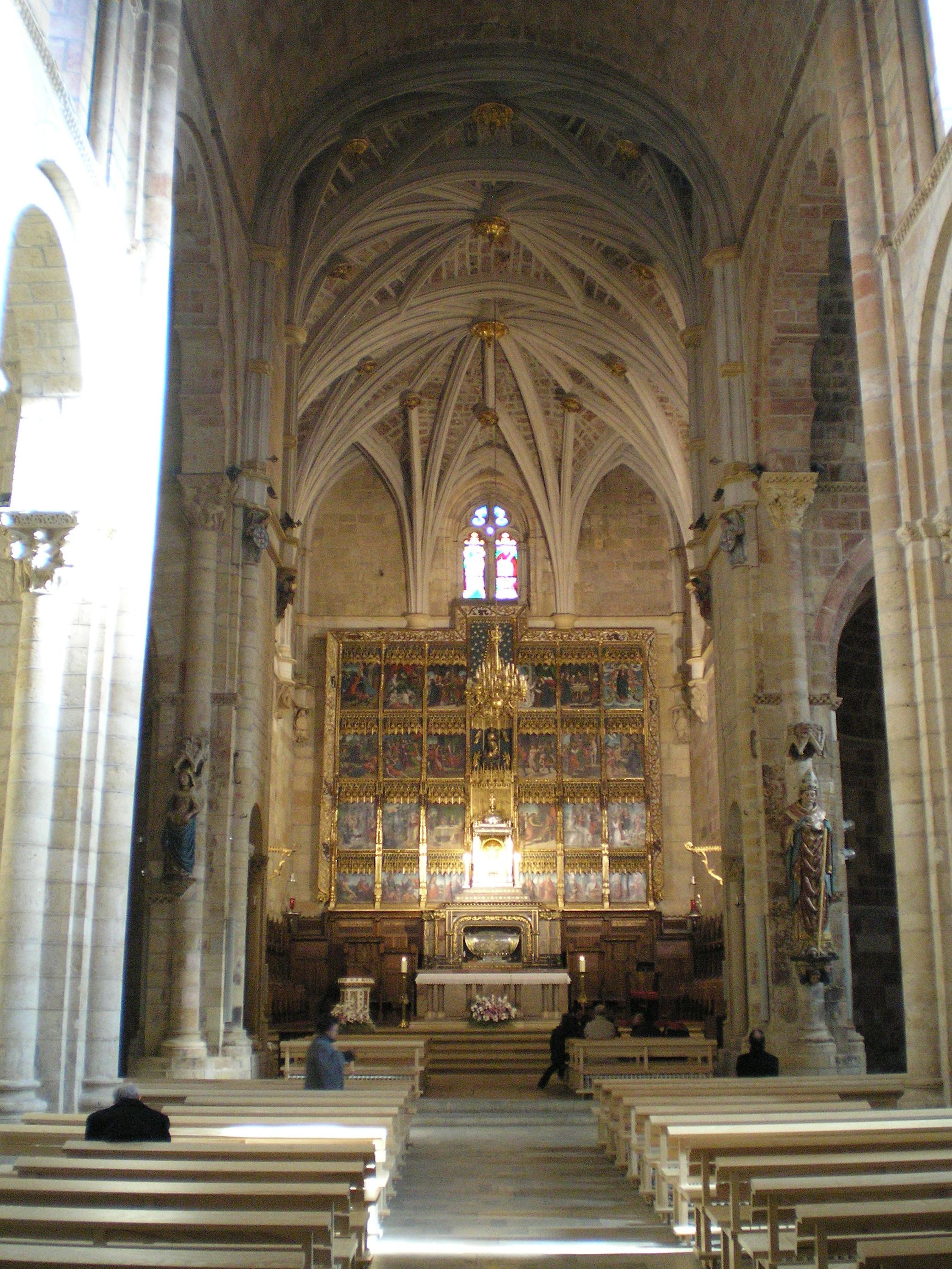 File:Real Colegiata de San Isidoro de León-Interior.jpg - Wikimedia Commons