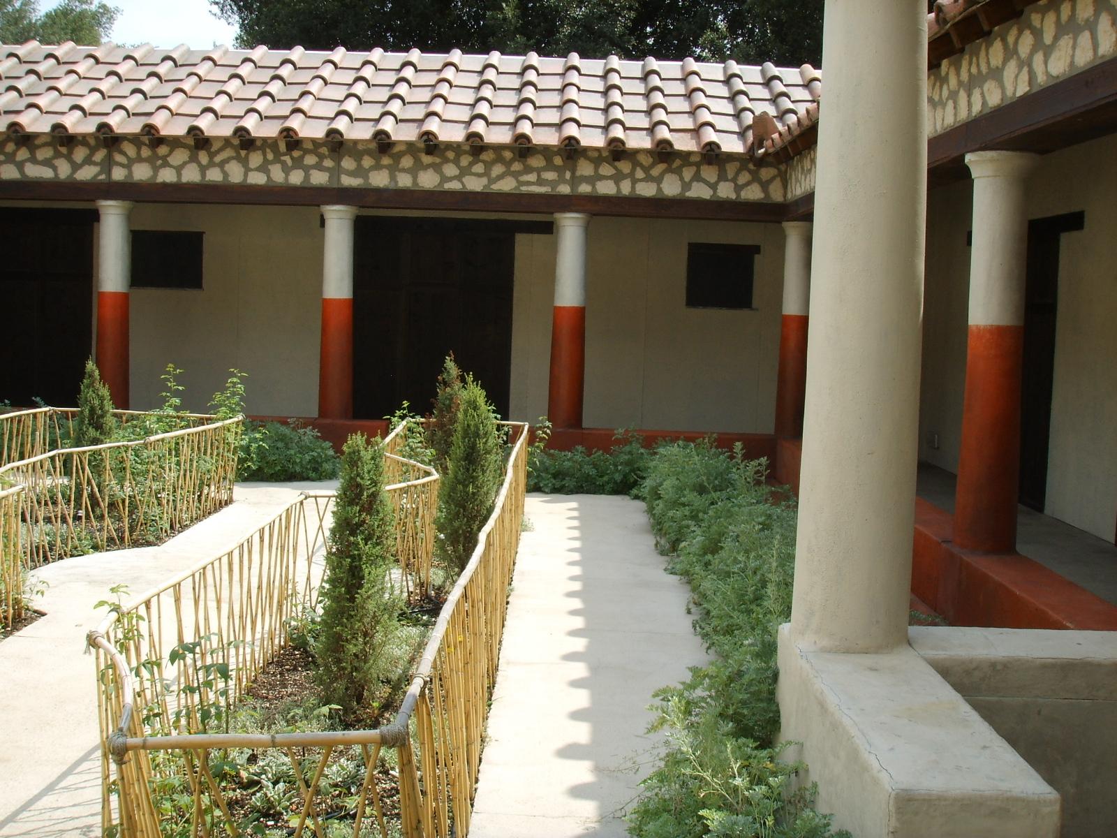 File ricostruzione del giardino della casa dei pittori al for Mostra della casa moderna udine