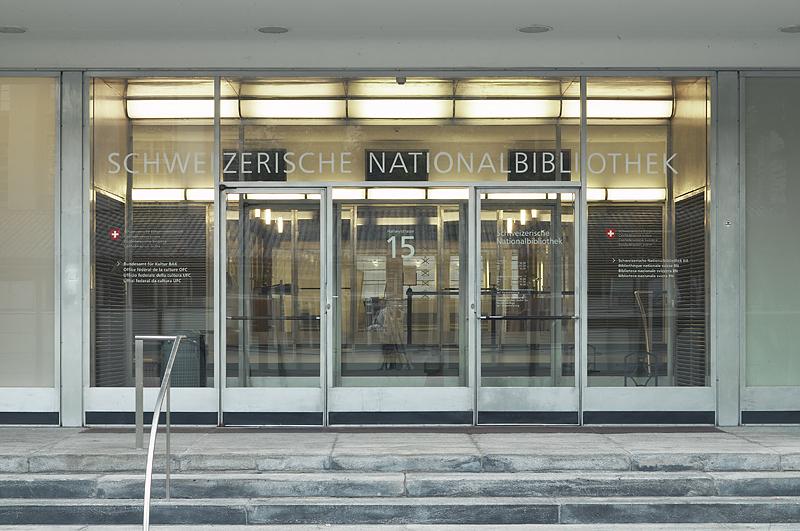 Datei:Schweizerische Nationalbibliothek - Haupteingang.jpg