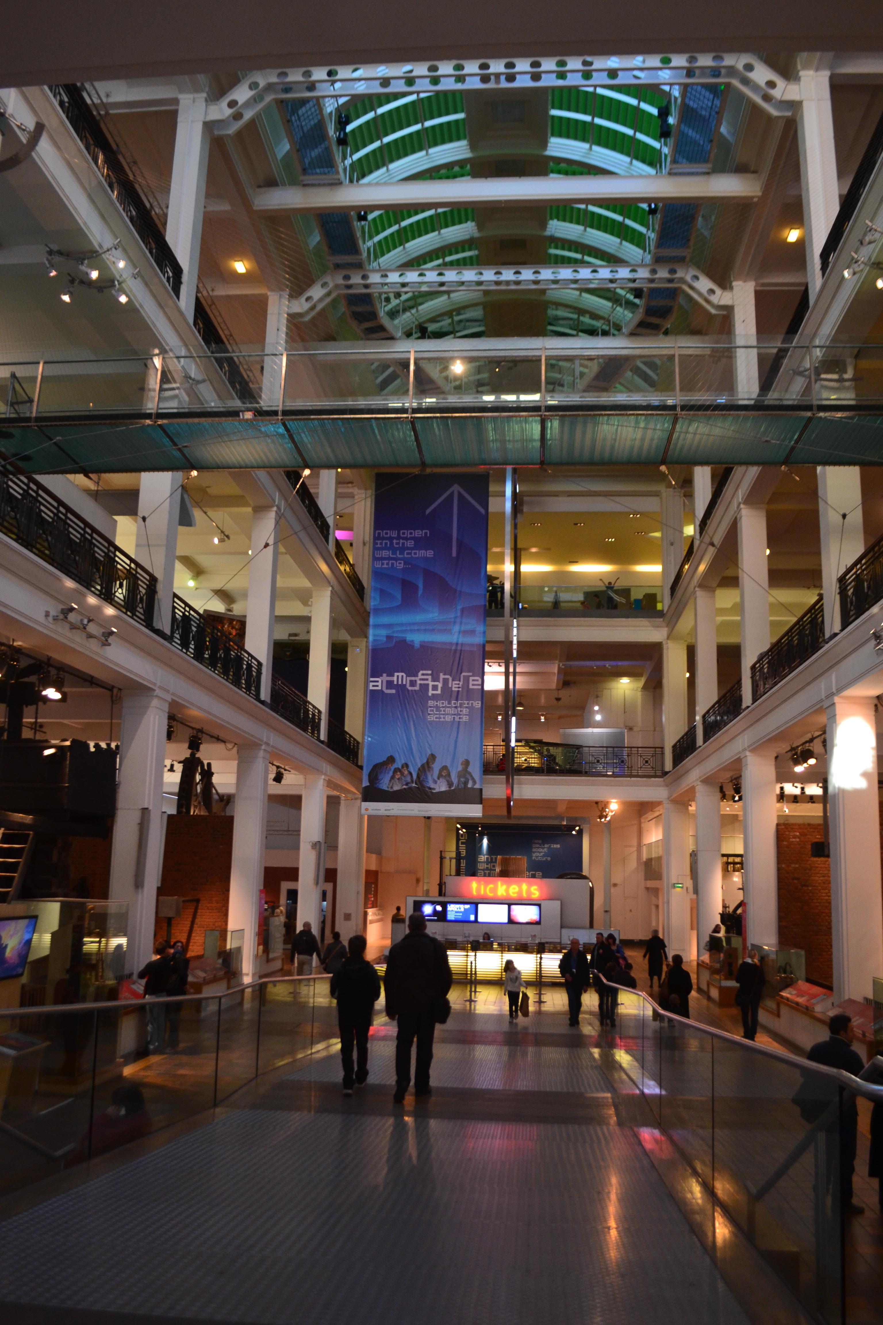 Foyer Museum London : File science museum london main hall g wikimedia commons