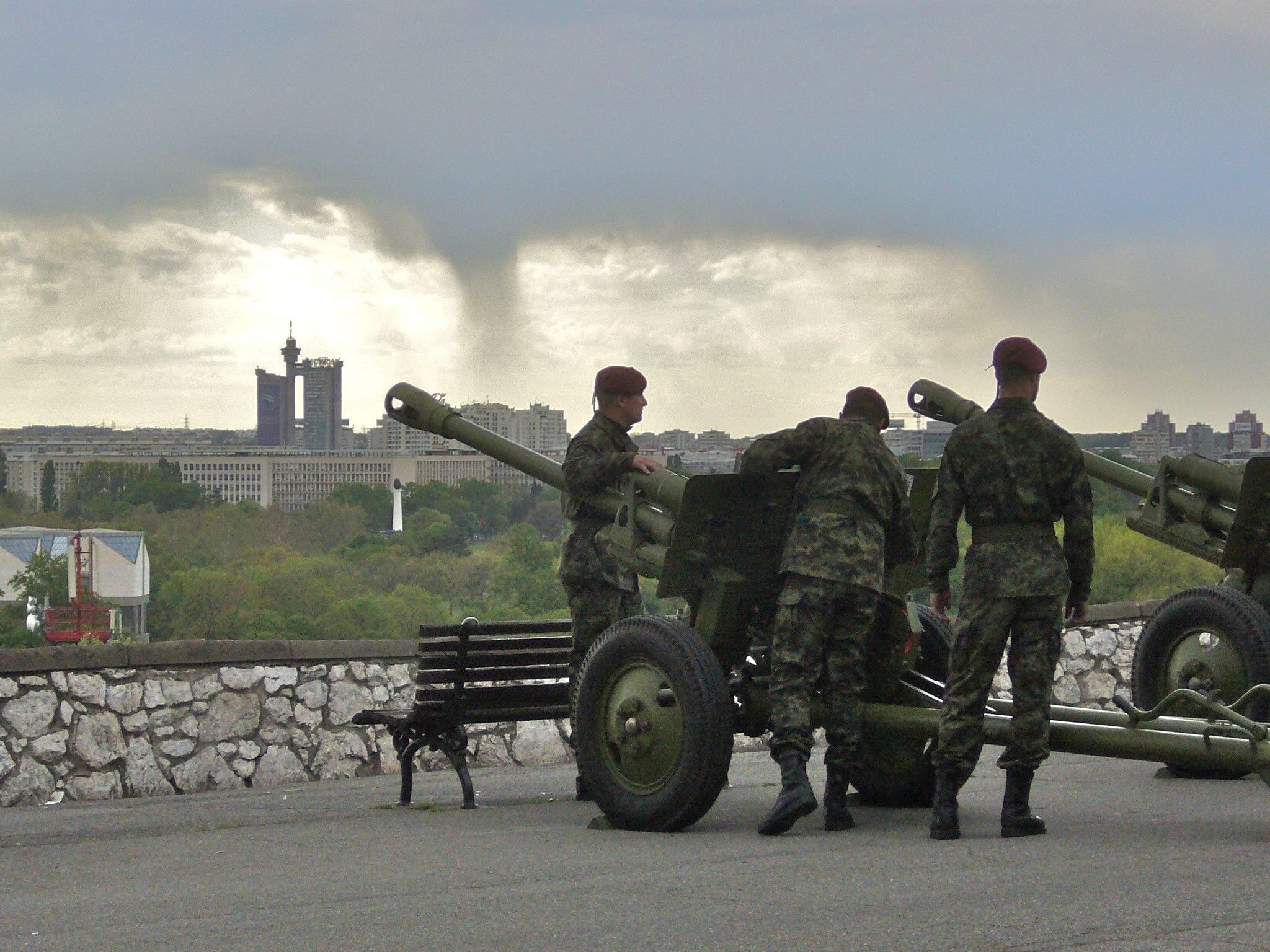 File:Serbian military in Belgrade, 2011.jpg - Wikimedia ...