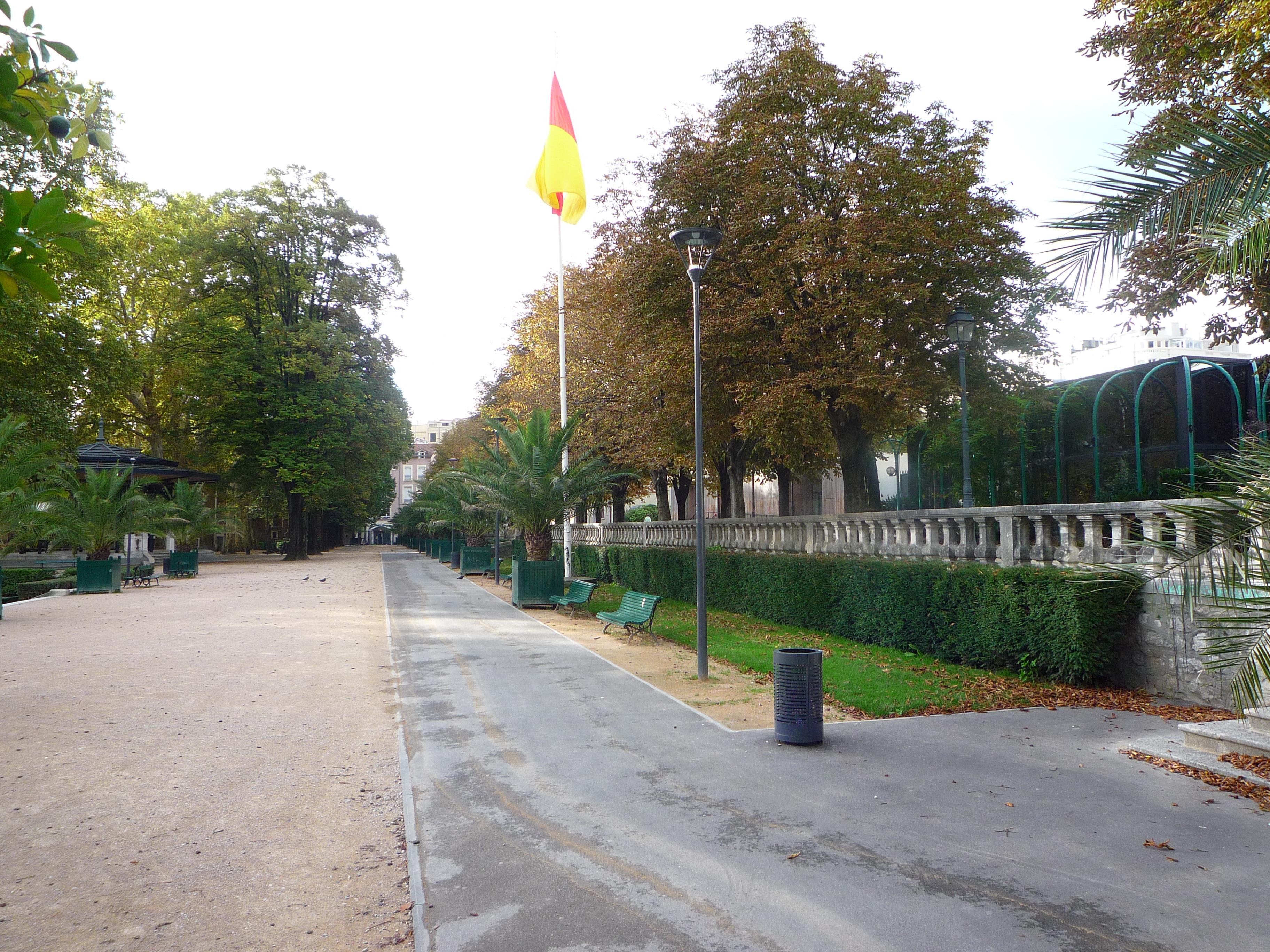 Jardin de ville rouen design - Terrasse jardin ville tours ...