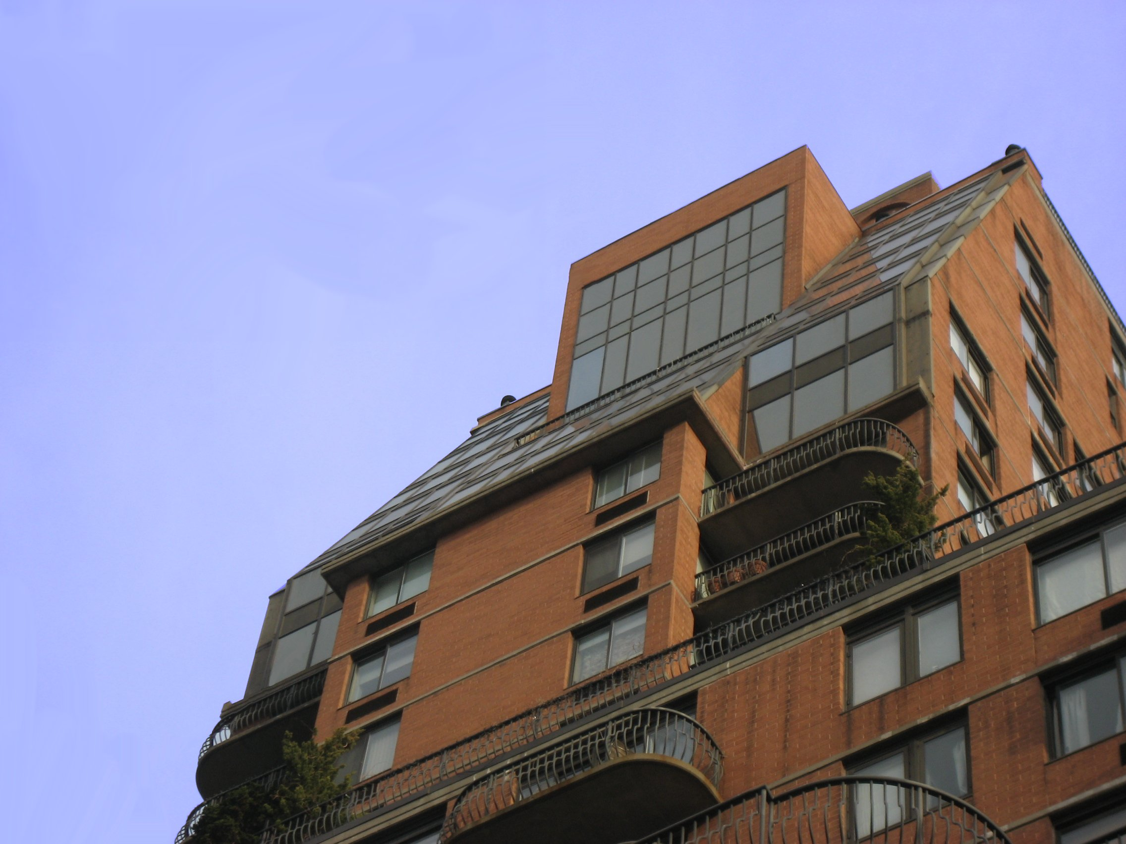 Registros de Vivienda The_Forum_at_343_East_74th_Street_(Manhattan,_New_YorkCity)_-_Upper_and_Penthouse_Floors