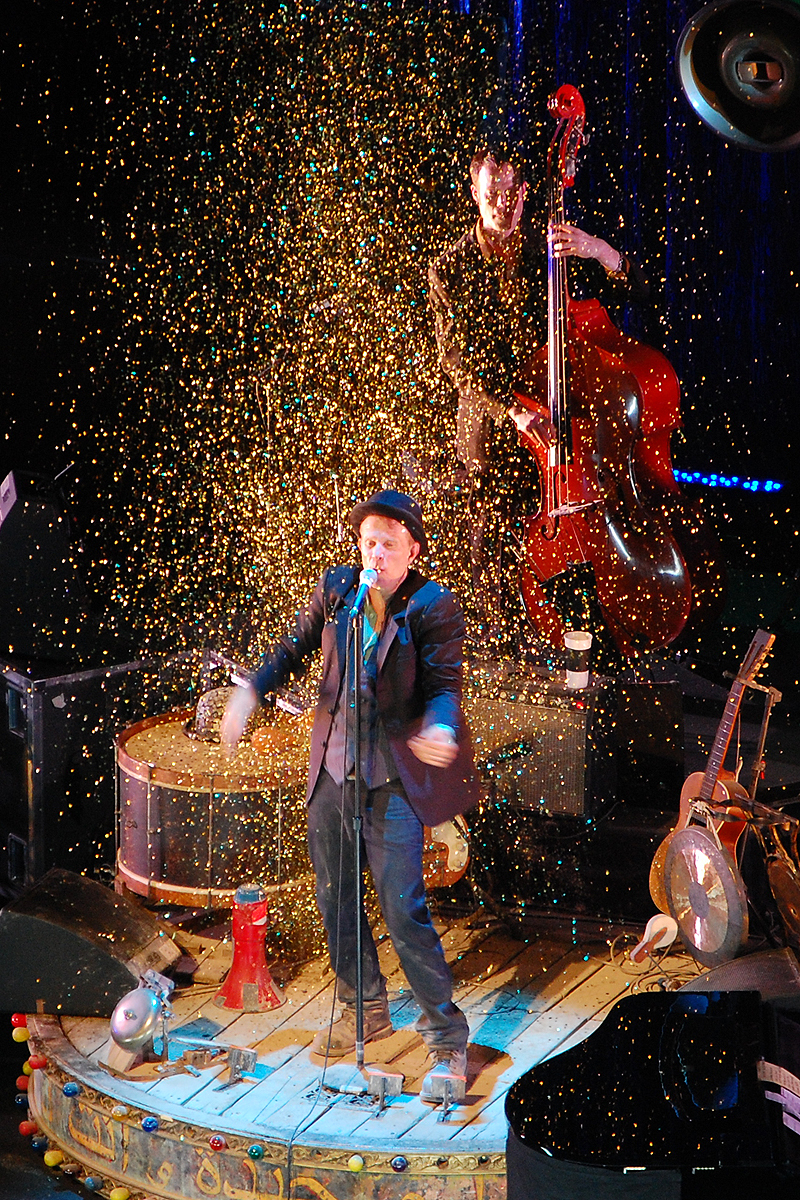 Tom Waits en Praga, República Checa, durante la gira ''The Orphans Tour'' en 2008.