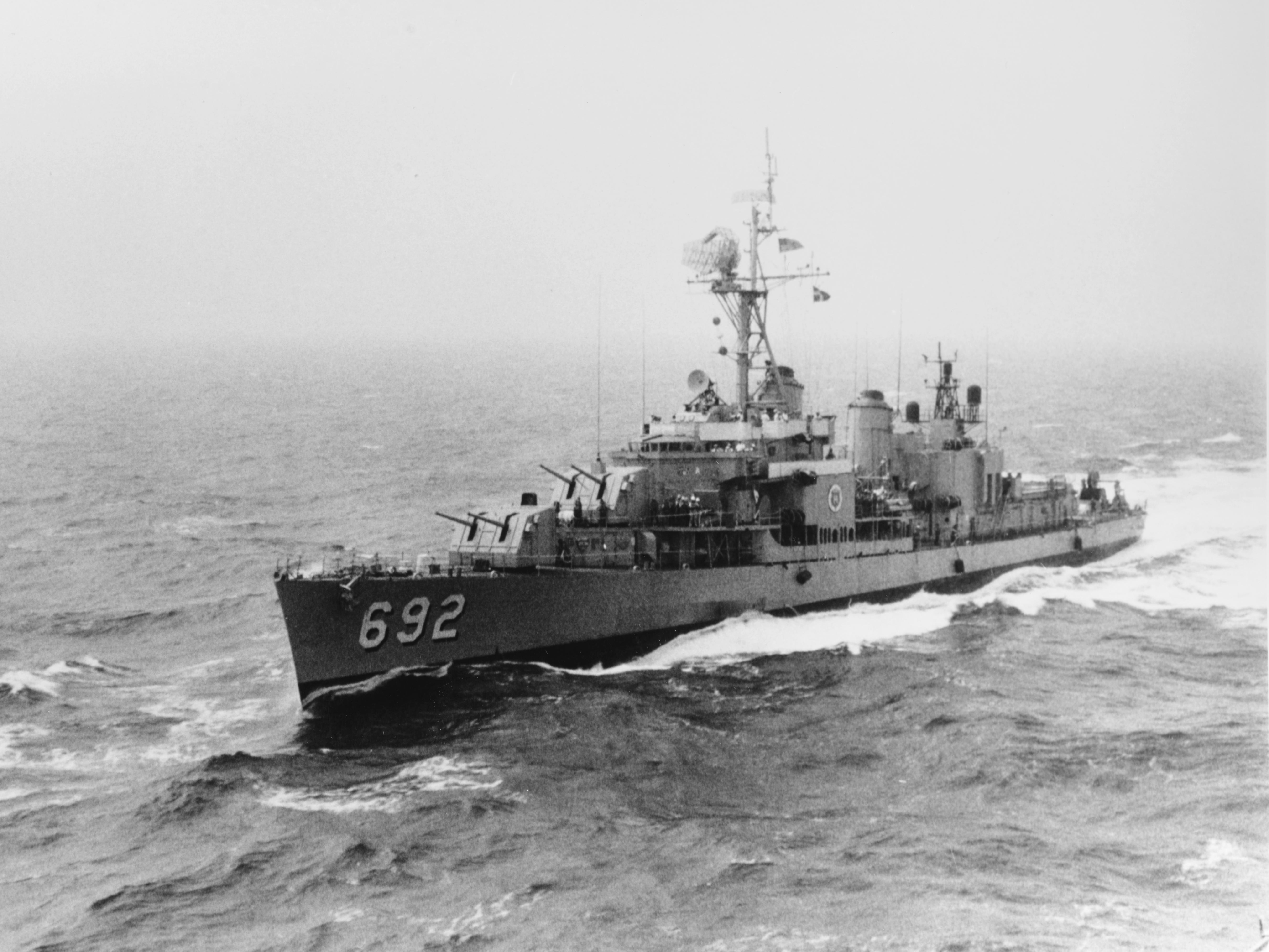 USS Allen M. Sumner (DD-692) underway at sea on 28 August 1970 (NH 96635).jpg