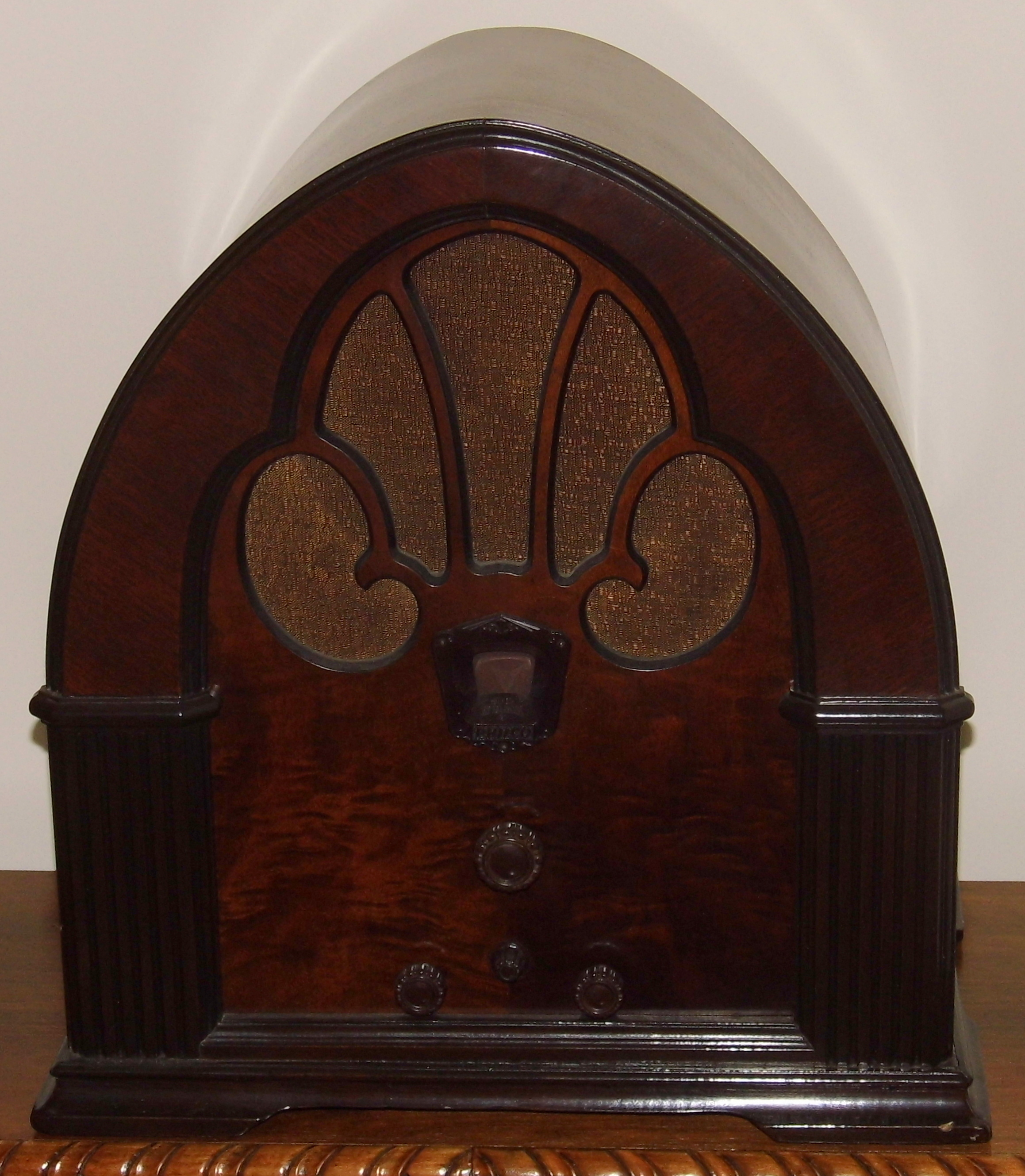 August 2014 Cpo Offers Table Jpg: File:Vintage Philco Cathedral Table Radio (aka Baby Grand