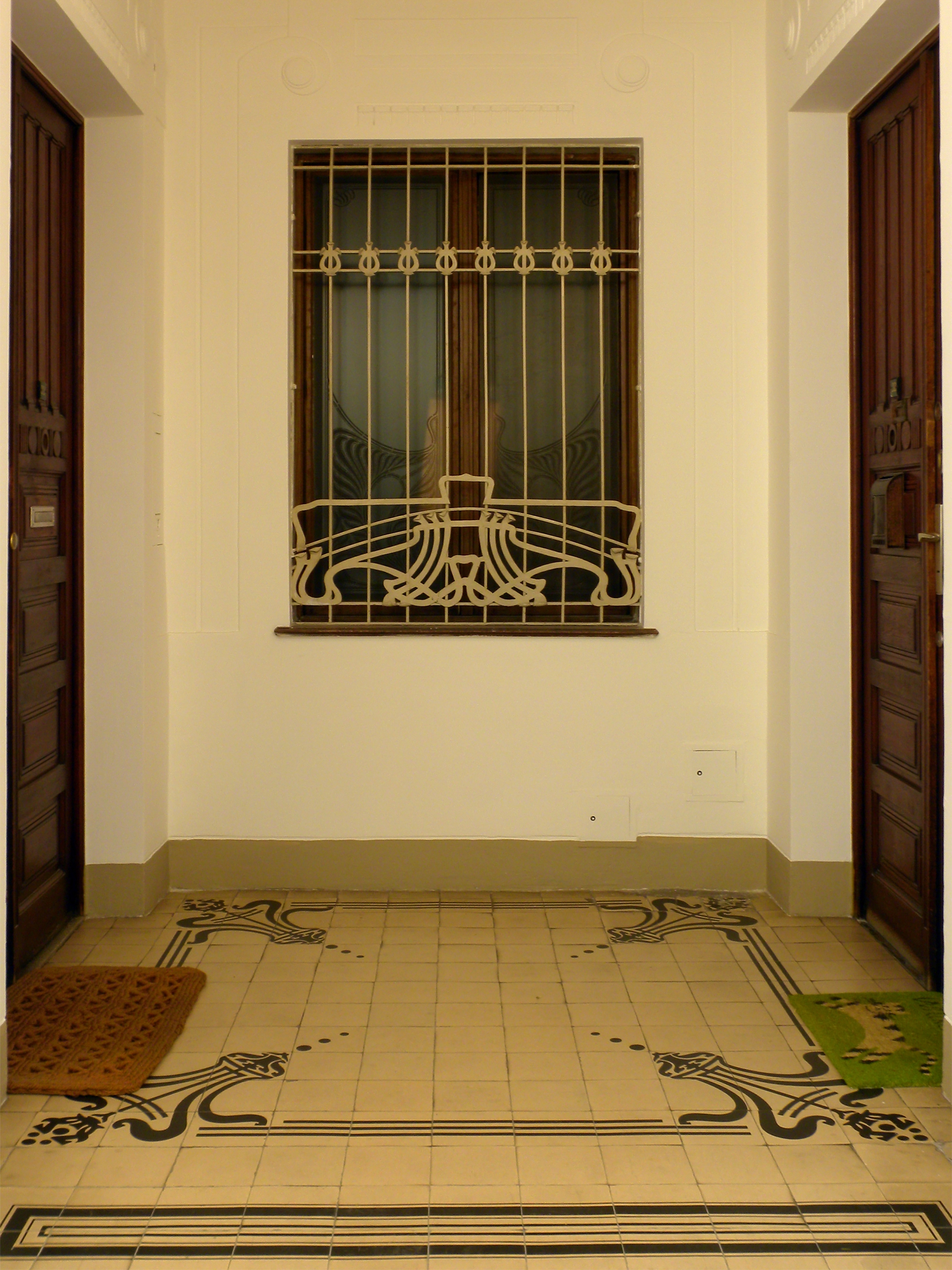 file wien majolikahaus fliesen und fenster im wikimedia commons. Black Bedroom Furniture Sets. Home Design Ideas