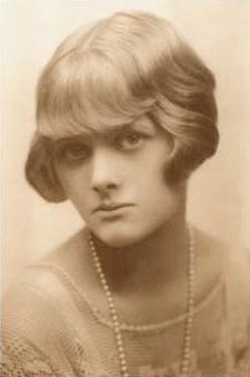English: Young Daphne du Maurier (about 1930) ...