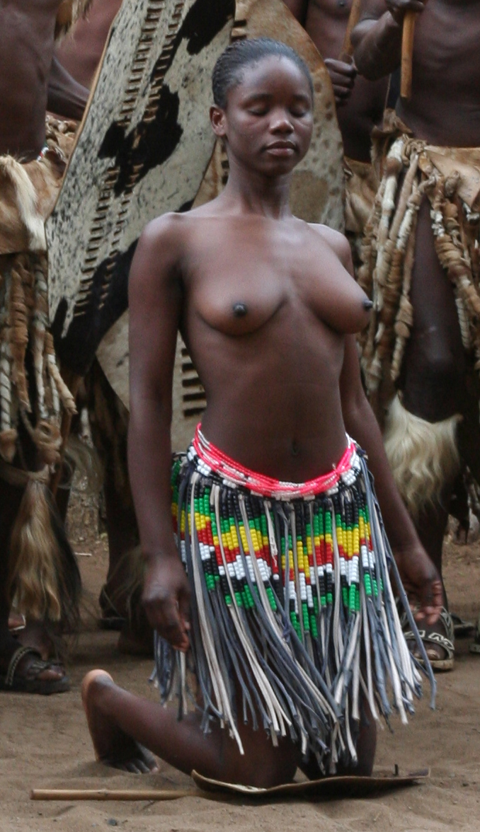 Description Zulu Woman Kneeling Topless