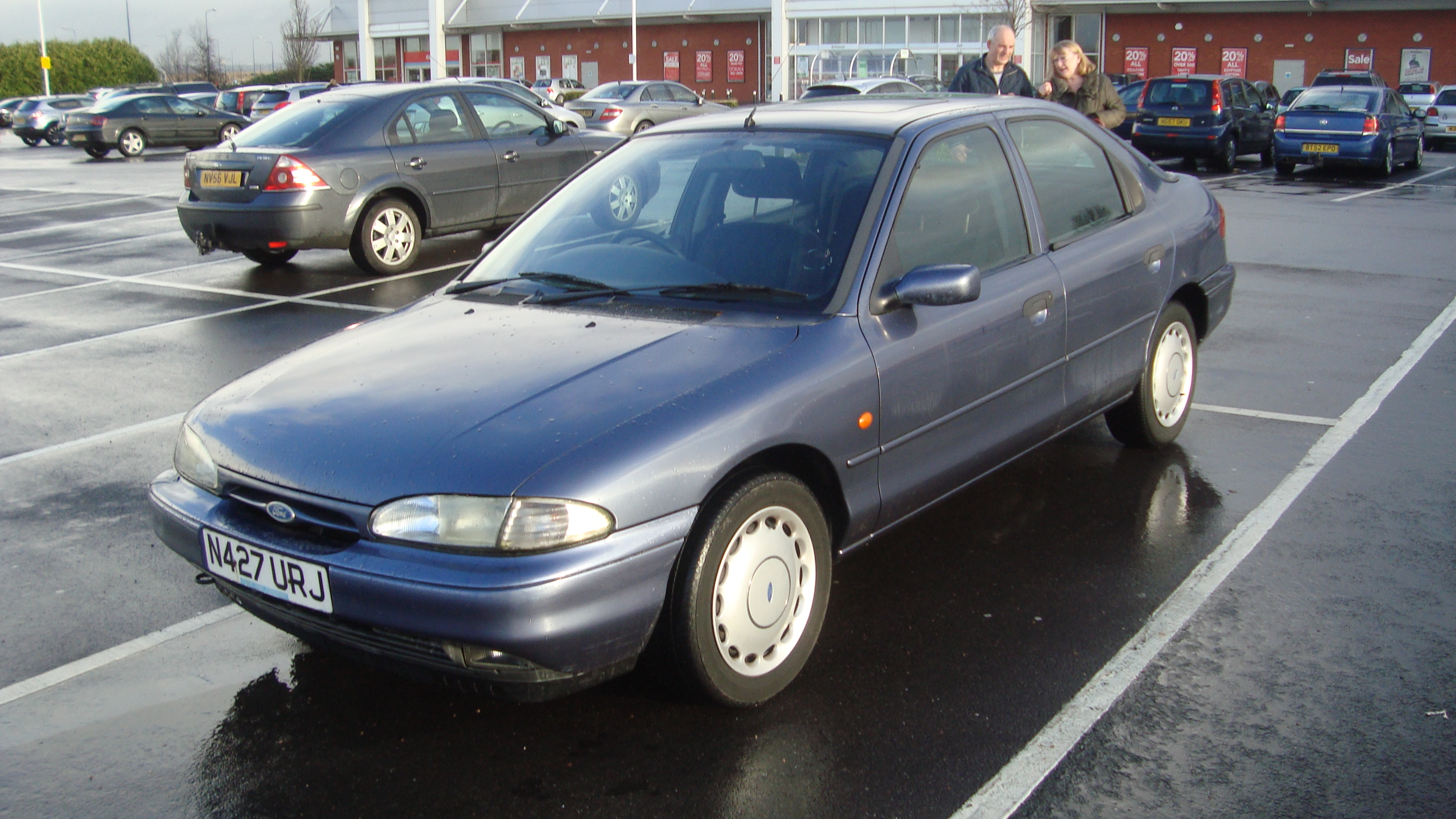 Ford Mondeo 2015 White >> File:1995 Ford Mondeo 1.8 Verona (16273503766).jpg - Wikimedia Commons
