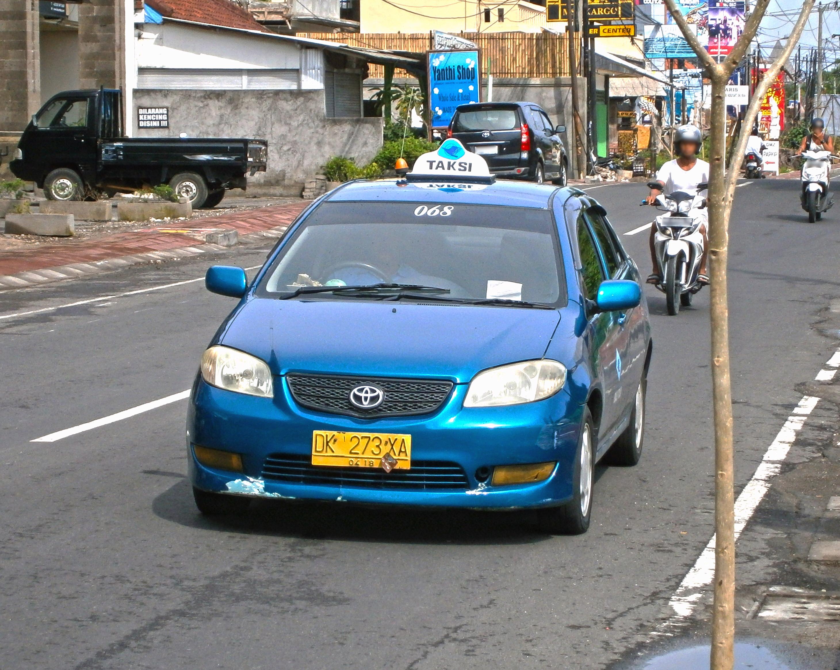 File:2003–2005 Toyota Vios taxi in Kuta, Bali, Indonesia (01).jpg - Wikimedia Commons