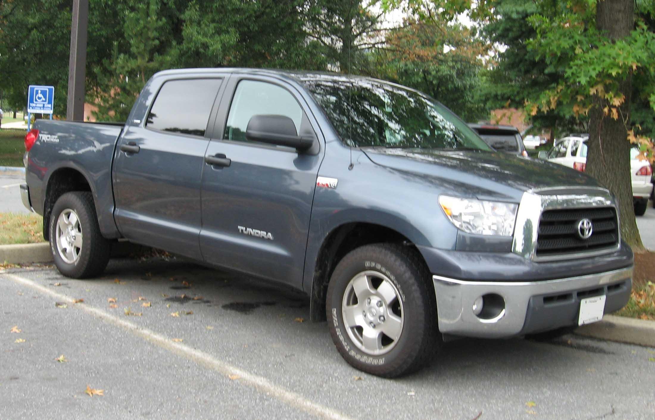 File:2007 Toyota Tundra Crew Max