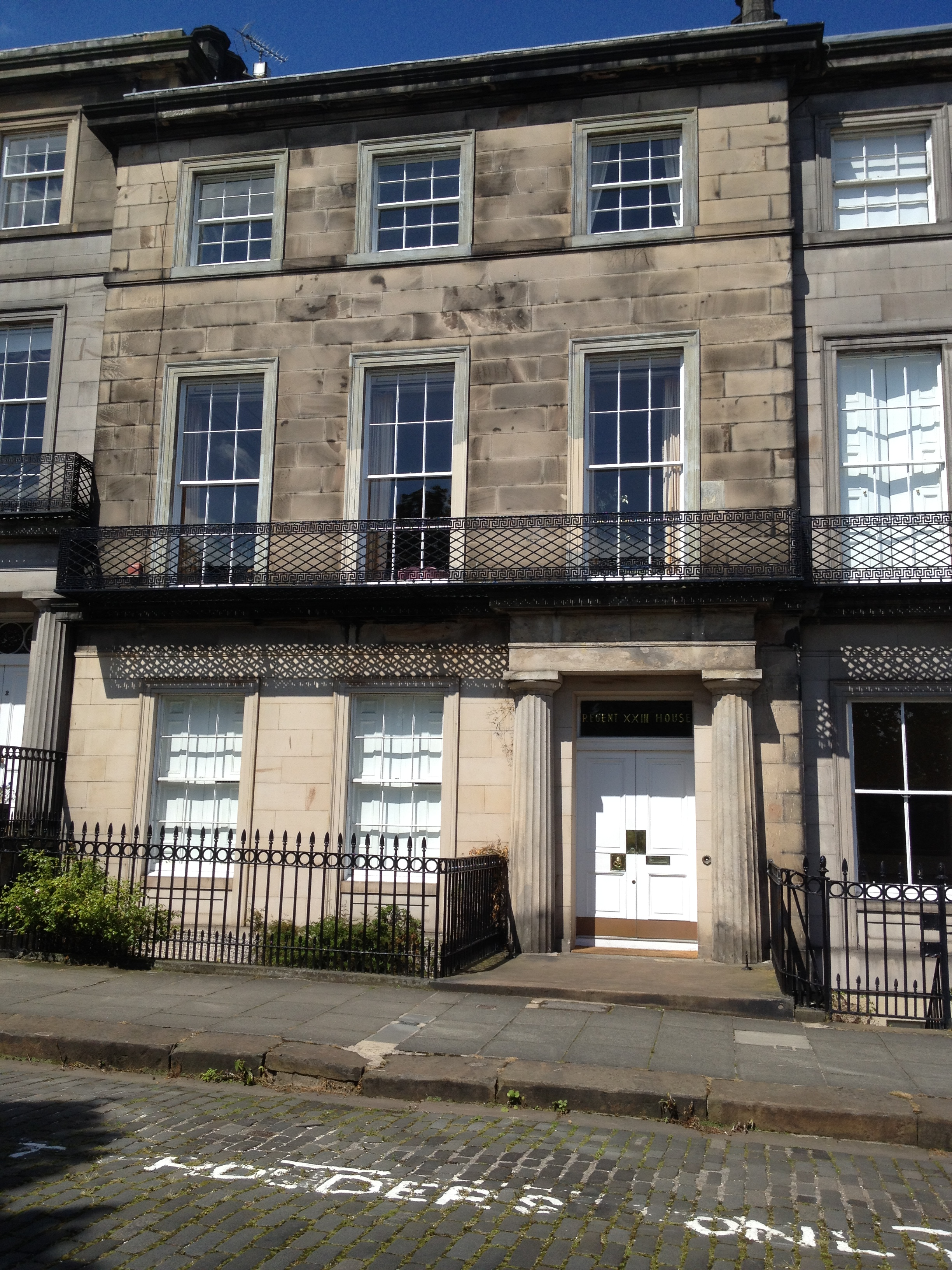 File 23 regent terrace edinburgh jpg wikimedia commons for 55 buckstone terrace edinburgh