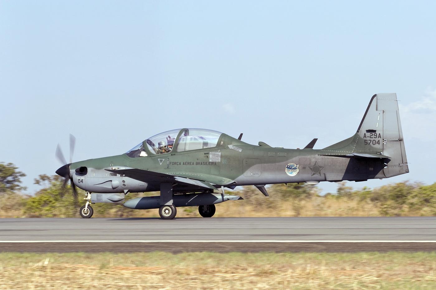 Лесни борбени авиони - Пропелери - Page 2 A-29A_Super_Tucano_Rob_Schleiffert
