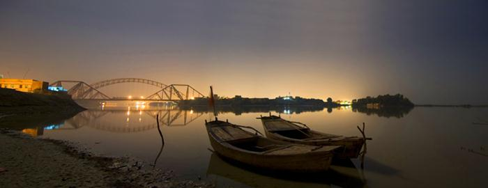 A view of Lansdowne Bridge over River Indus zcxeo.jpg